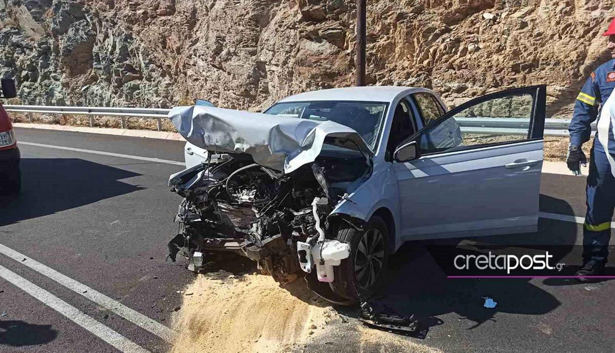 ΒΟΑΚ: Τρεις τραυματίες σε μετωπική σύγκρουση αυτοκινήτων – Τους απεγκλώβισε η ΕΜΑΚ