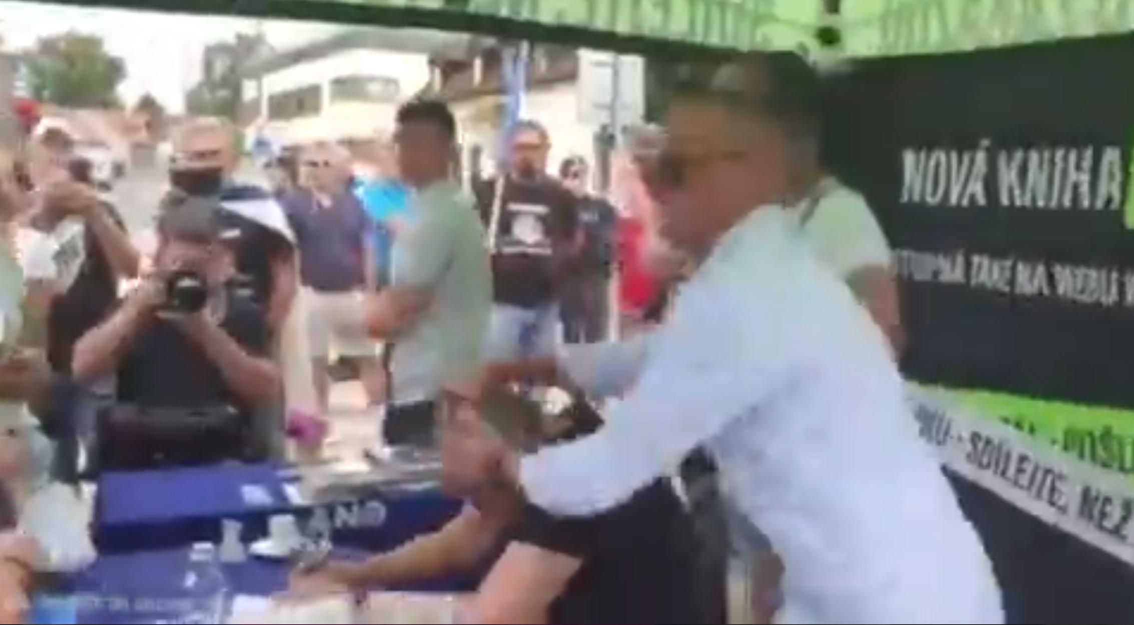 Τσεχία: Επίθεση με αυγά στον πρωθυπουργό Αντρέι Μπάμπις
