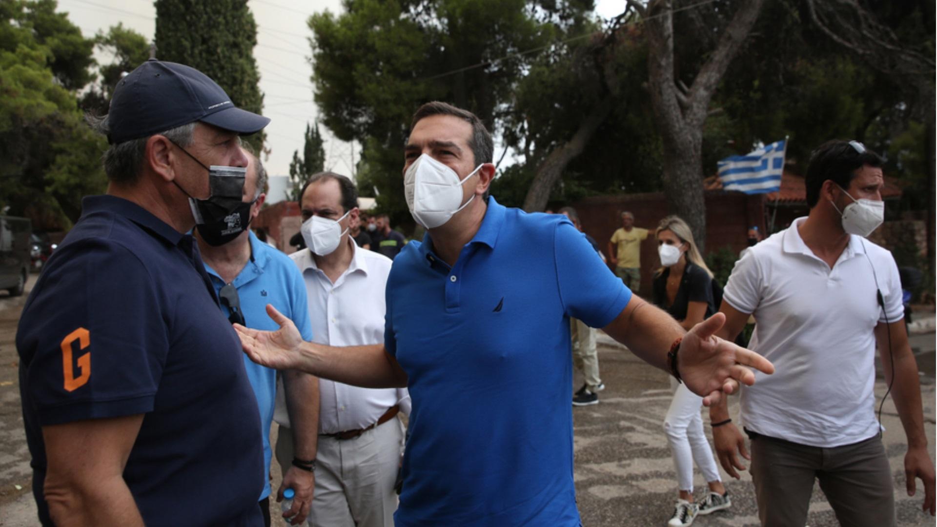 Φωτιές στην Αττική: Στο Κρυονέρι ο Αλέξης Τσίπρας – «Ολόψυχα κουράγιο»