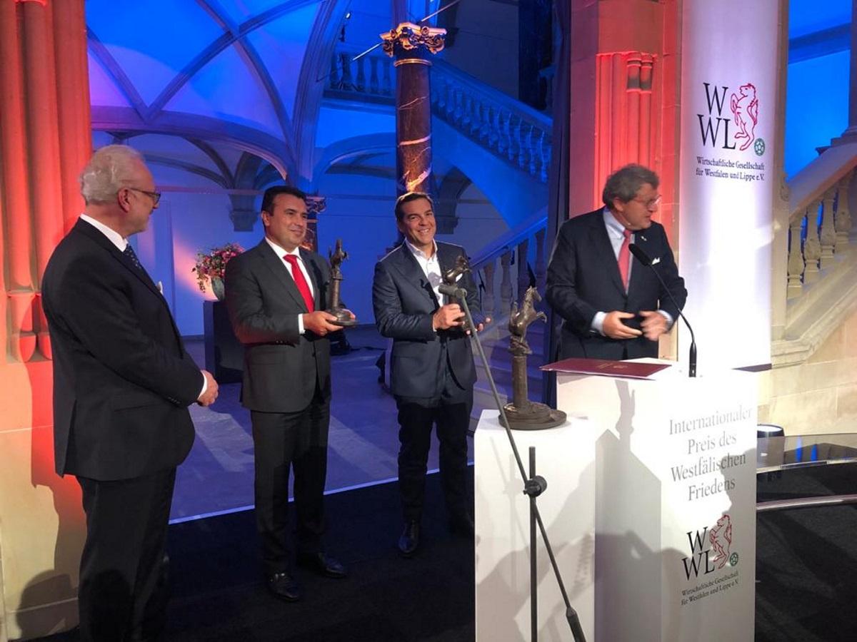 Αλέξης Τσίπρας και Ζόραν Ζάεφ έλαβαν το Βραβείο Ειρήνης της Βεστφαλίας για τη Συμφωνία των Πρεσπών
