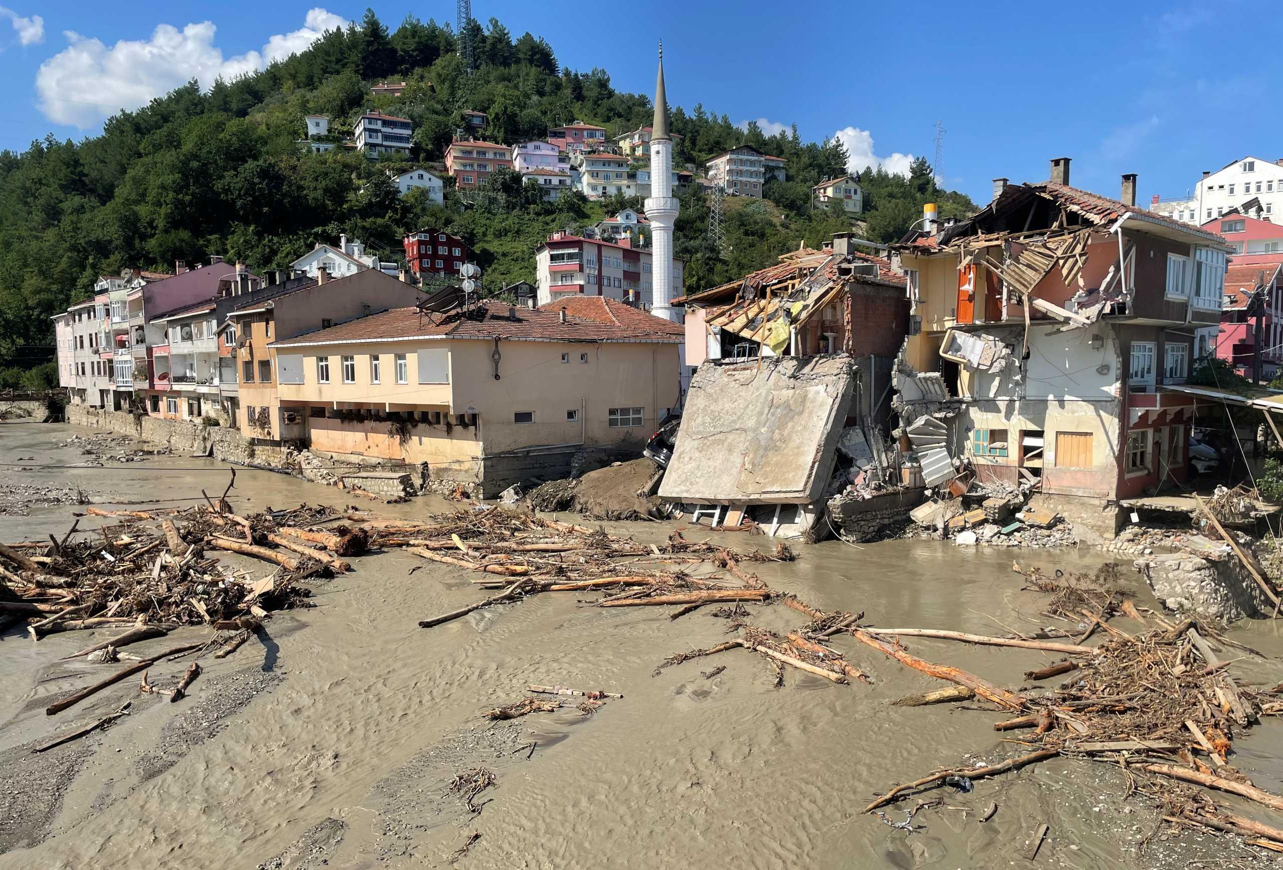 Τουρκία: Στους 70 οι νεκροί από τις φονικές πλημμύρες – Δεκάδες οι αγνοούμενοι