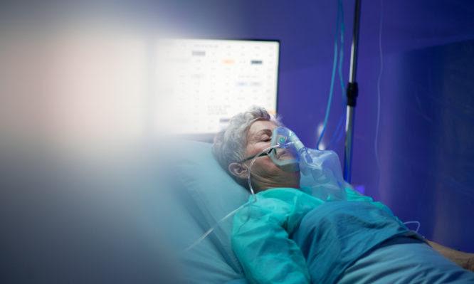 Κορονοϊός: Συγκλονιστική ανάρτηση γιατρού για τους ανεμβολίαστους που μετανιώνουν πριν τη διασωλήνωση