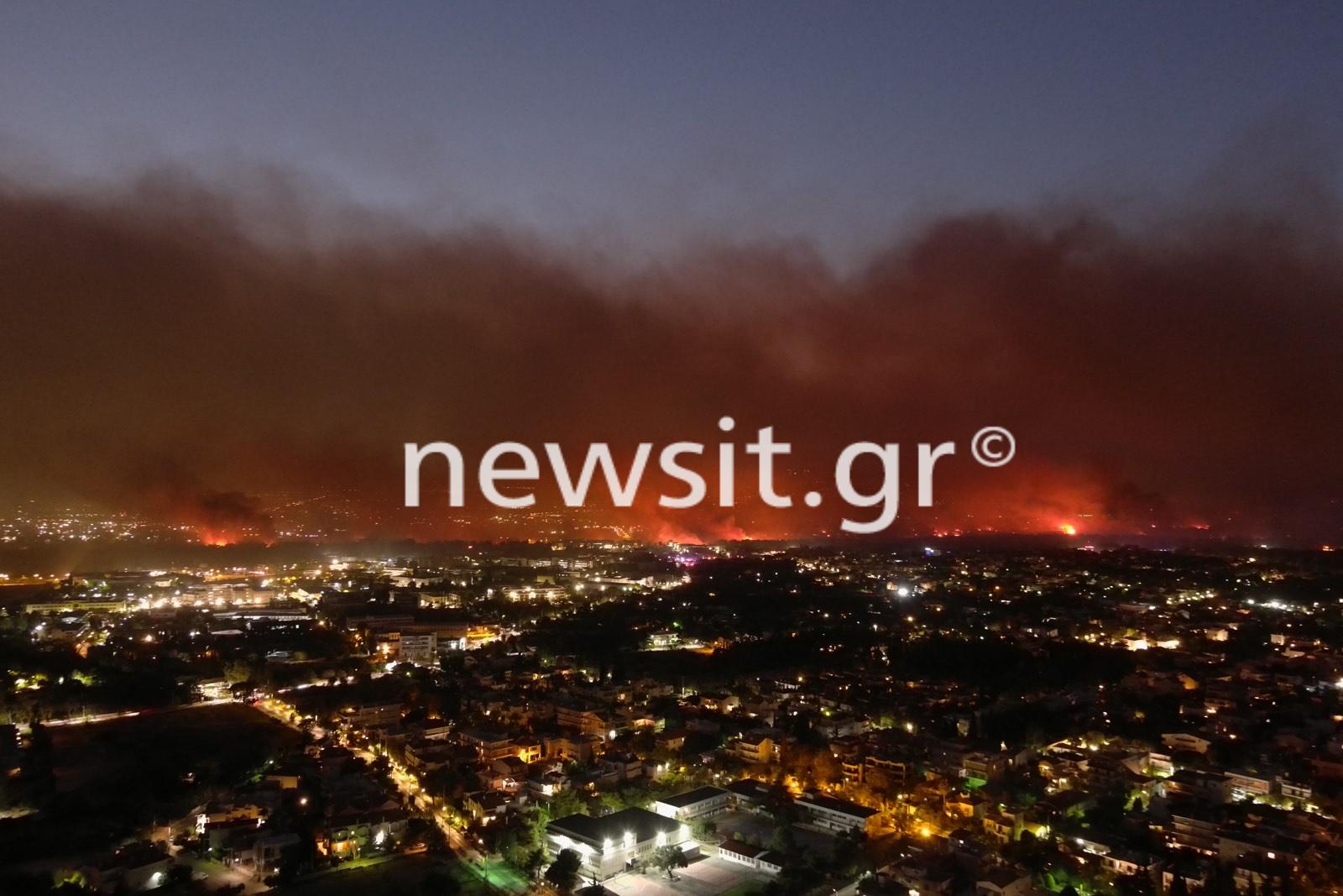 Η πύρινη κόλαση της Βαρυμπόμπης από ψηλά – Εικόνες από drone του newsit.gr
