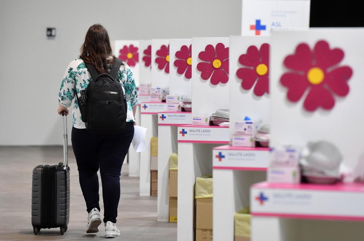 Ιταλία: Μονόδρομος ο υποχρεωτικός εμβολιασμός των δημοσίων υπαλλήλων – Μειώθηκε κατά 50%