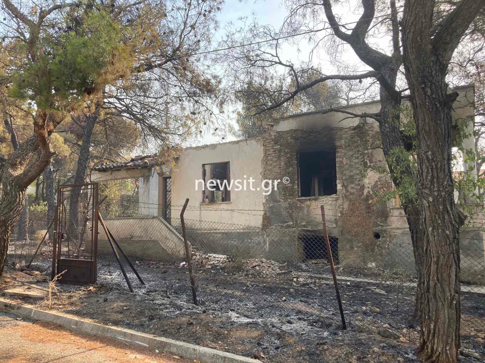 Φωτιά στην Βαρυμπόμπη: Πληροφορίες για 80 καμένα σπίτια – Αφανίστηκαν περιουσίες και μεγάλη δασική έκταση