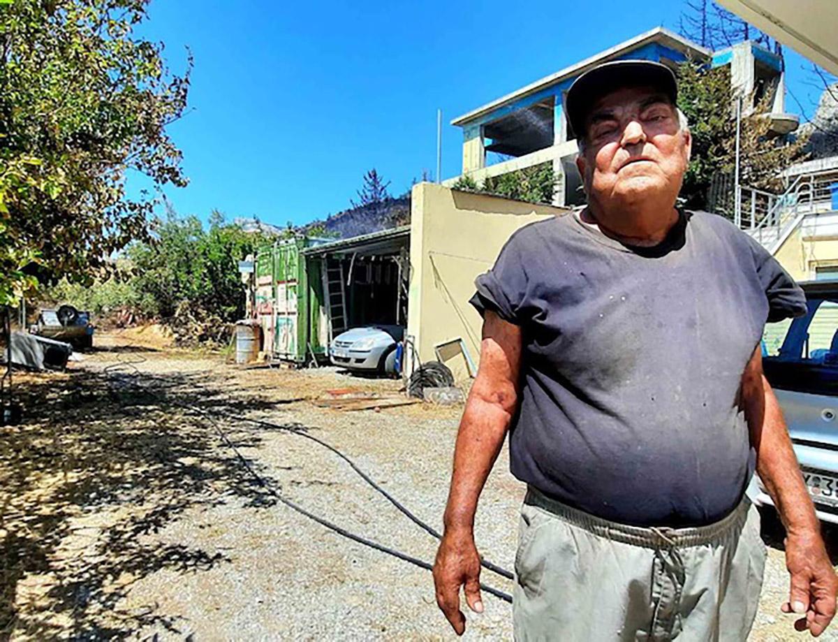 Ο 80χρονος που έσωσε μόνος του το σπίτι του στην Βαρυμπόμπη στο newsit.gr