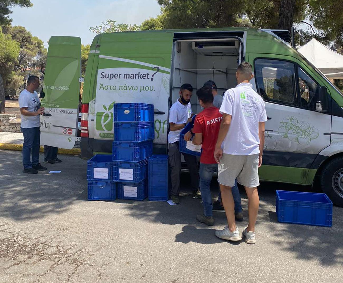 Το online supermarket e-fresh.gr στηρίζει τους πυροσβέστες στη Βαρυμπόμπη