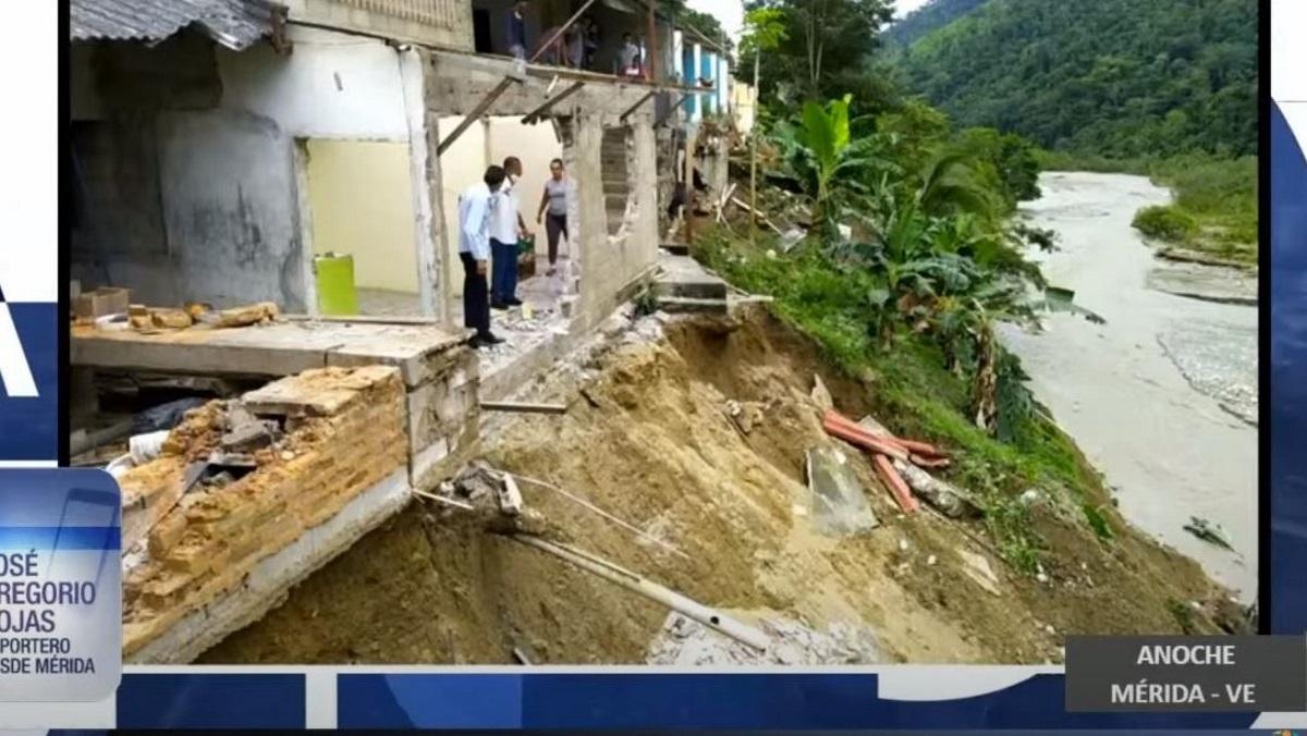Καταρρακτώδεις βροχές σαρώνουν την Βενεζουέλα: Τουλάχιστον 15 νεκροί – Πάνω από 8.000 σπίτια καταστράφηκαν