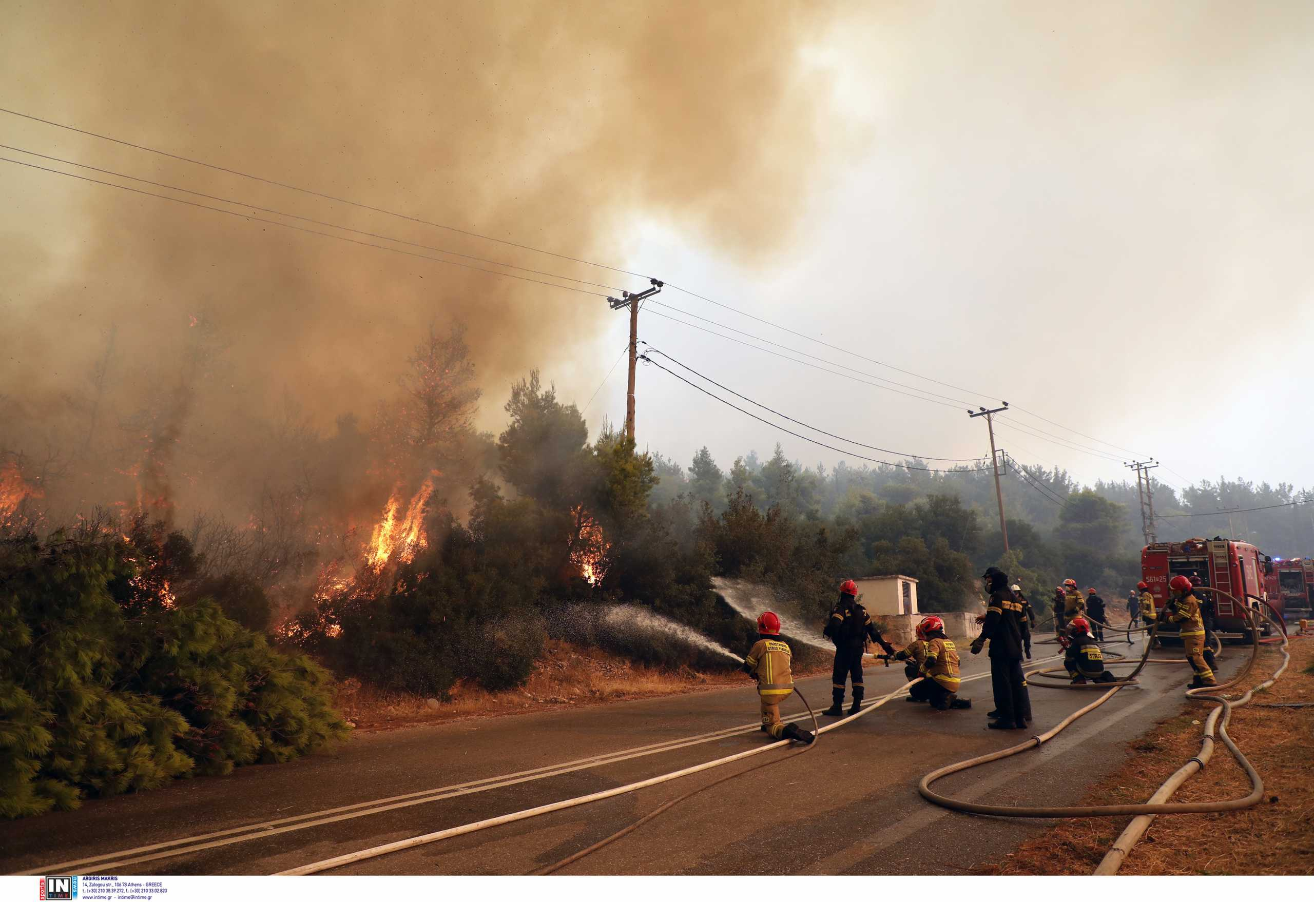 Φωτιά στα Βίλια: Ποιοι δρόμοι είναι κλειστοί