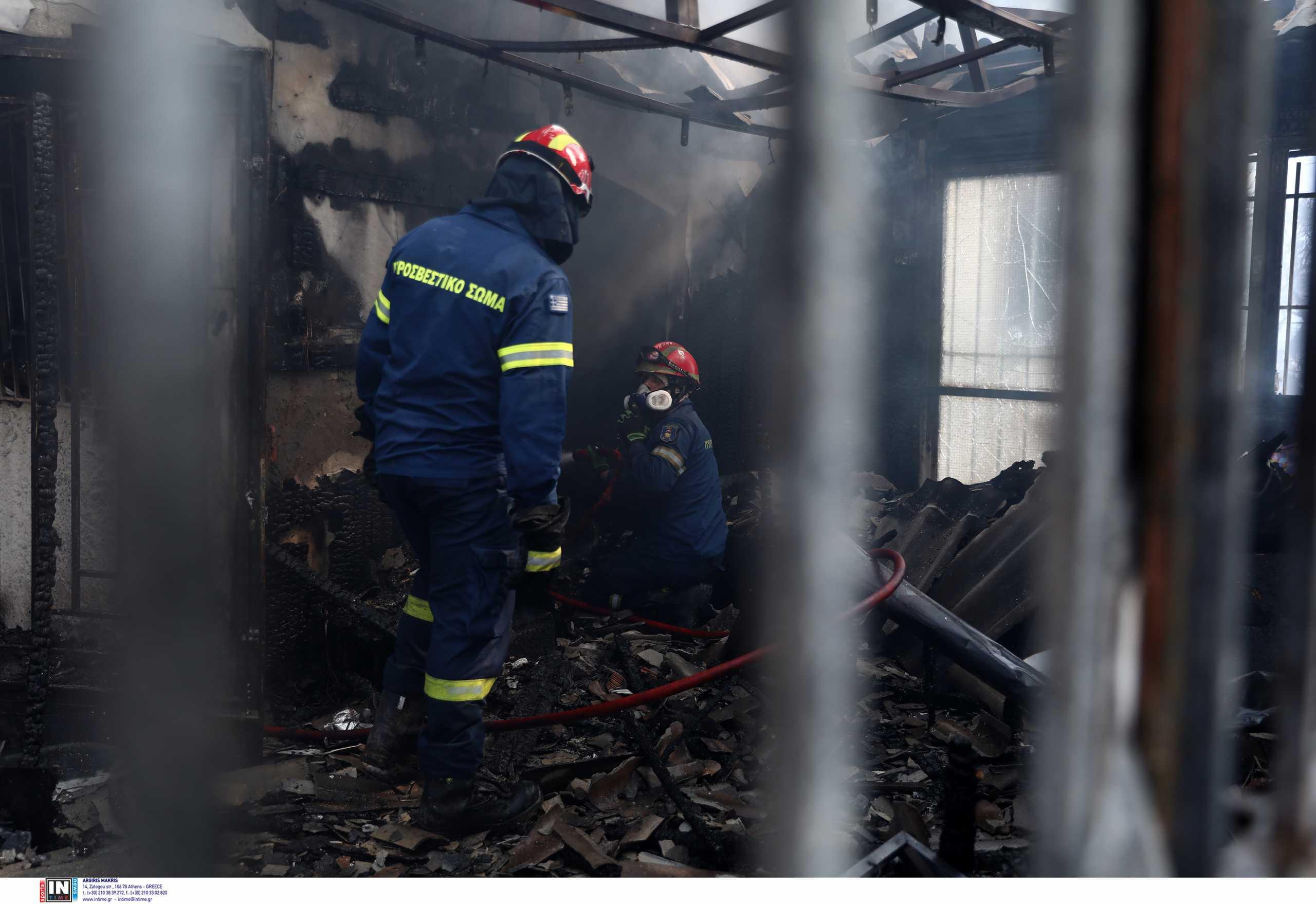 Φωτιά στα Βίλια: Σε ύφεση η πυρκαγιά, ισχυρές δυνάμεις παραμένουν στην περιοχή