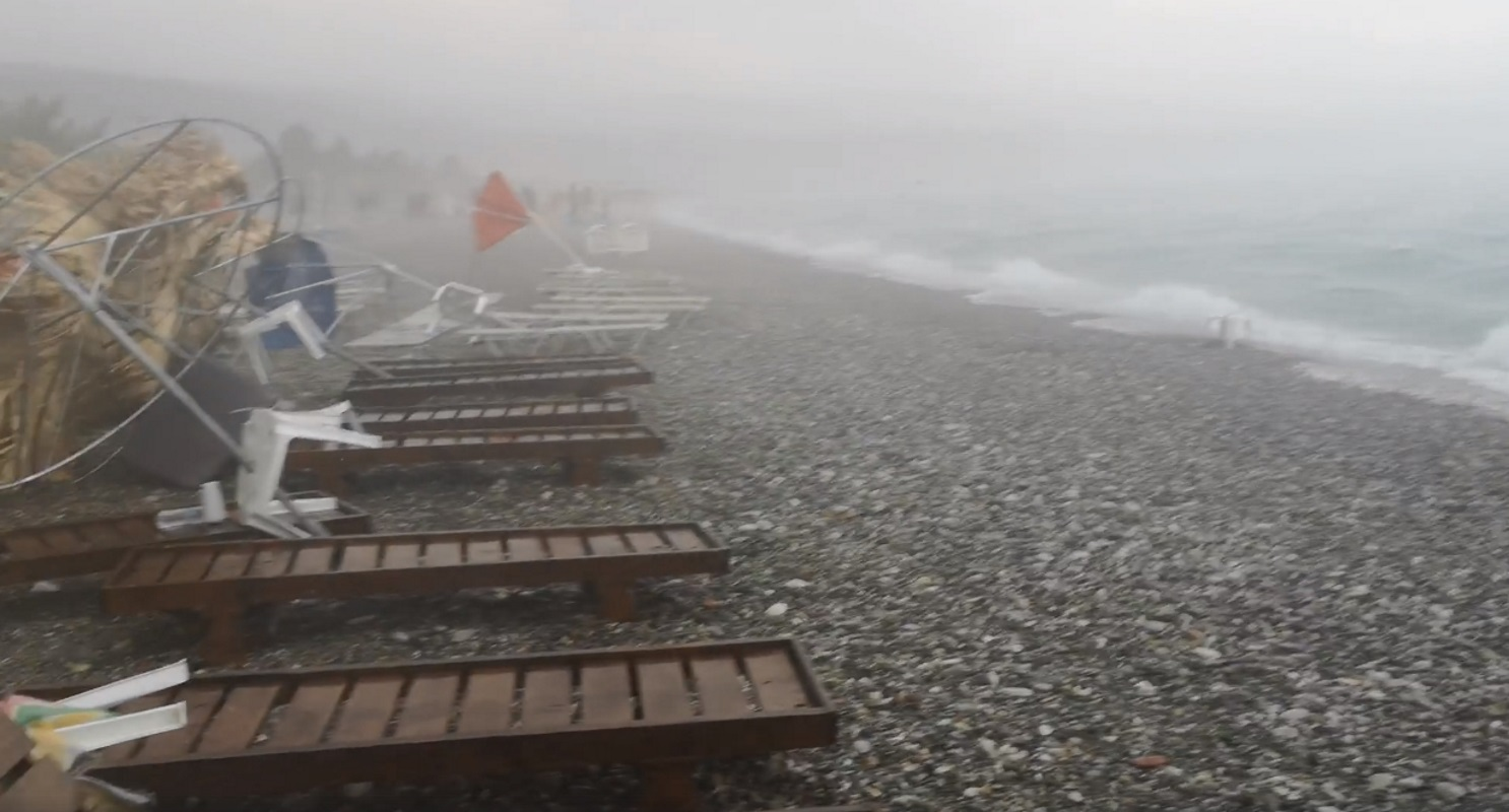 Καιρός: Ισχυρές καταιγίδες σε πολλές περιοχές – Ζημιές και αρκετά προβλήματα
