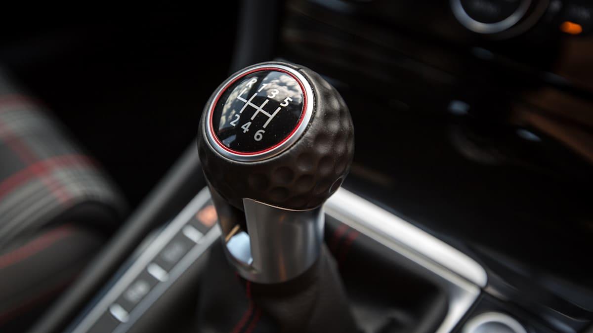 Volkswagen: Τέλος στα χειροκίνητα κιβώτια μέχρι το 2030