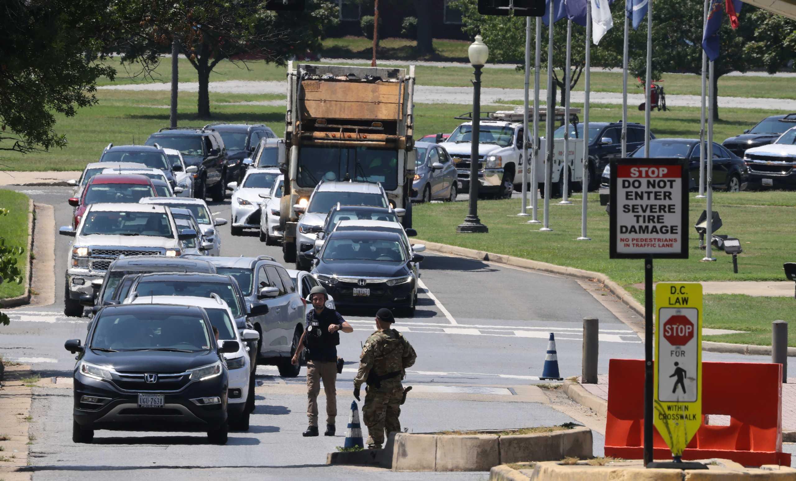 Συναγερμός σε στρατιωτική βάση της Ουάσινγκτον για «πιθανόν ένοπλο άτομο»