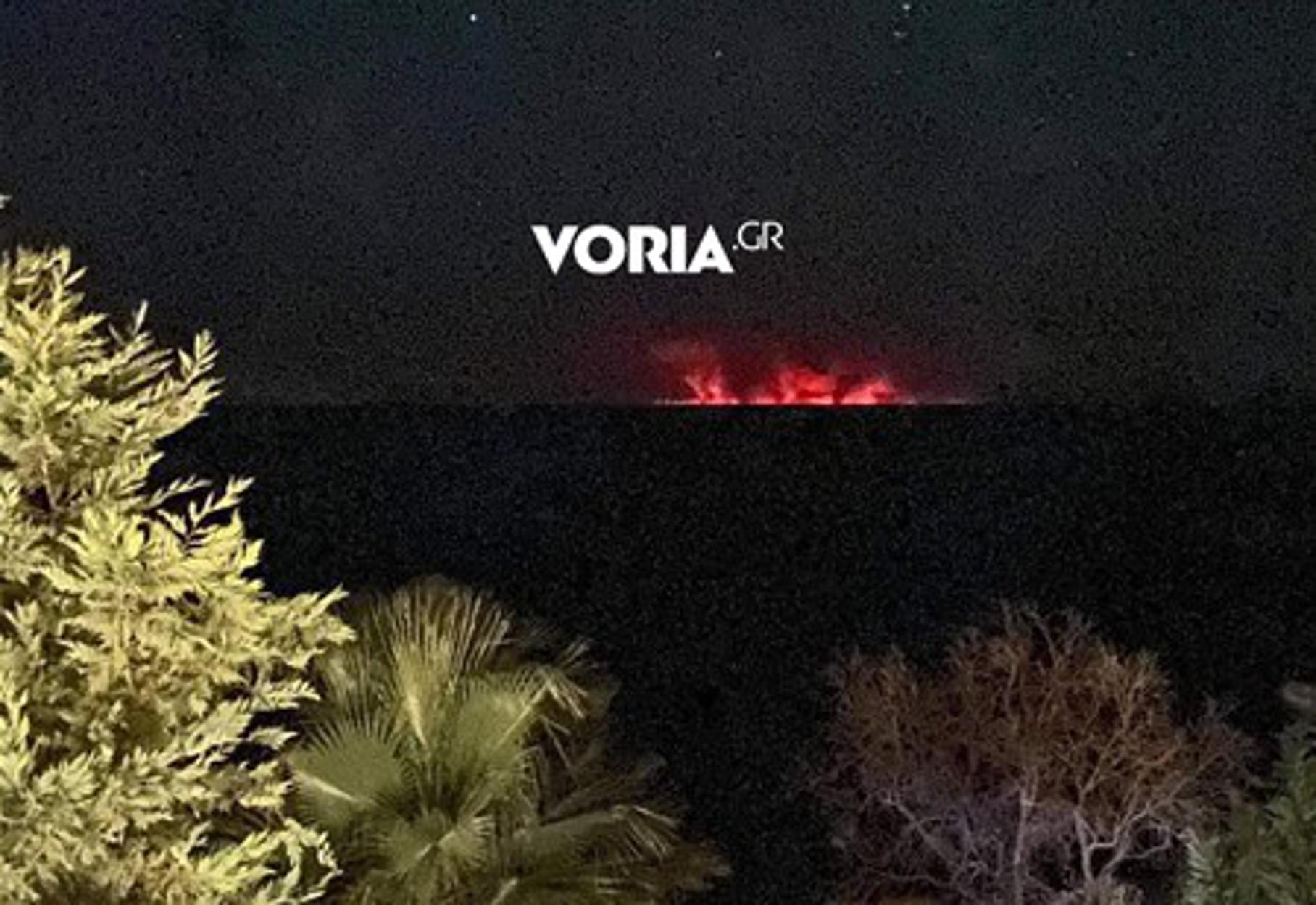 Φωτιά στην Εύβοια: Ορατές οι φλόγες σε Βόλο και Χαλκιδική – Τρομακτικές εικόνες