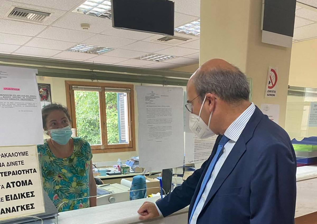 Ο υπάλληλος του ΕΦΚΑ στην Κέρκυρα δεν αναγνώρισε τον Κωστή Χατζηδάκη