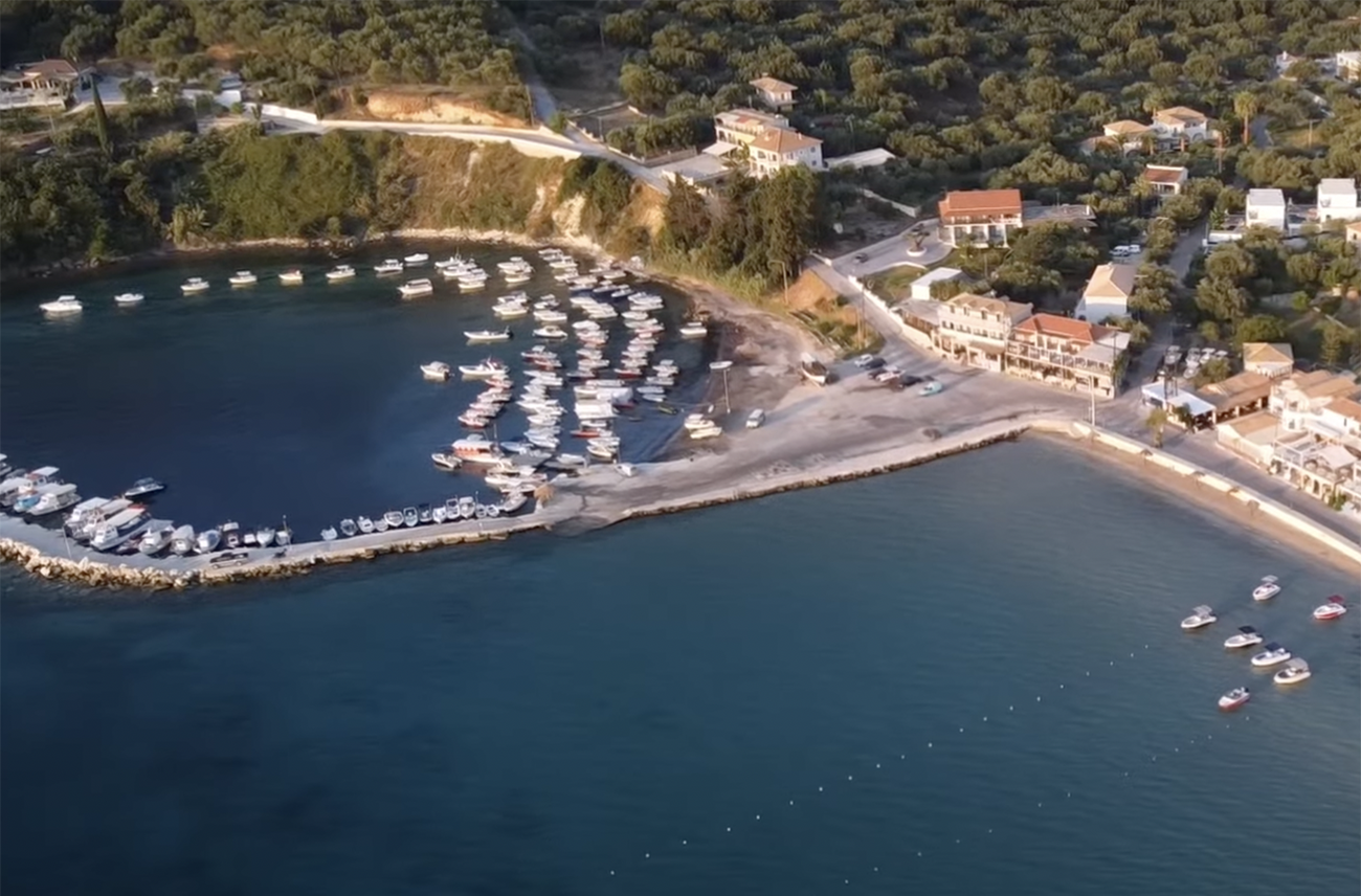 Η Λίμνη που έχει και θάλασσα και κρύβει ξεχωριστά μυστικά