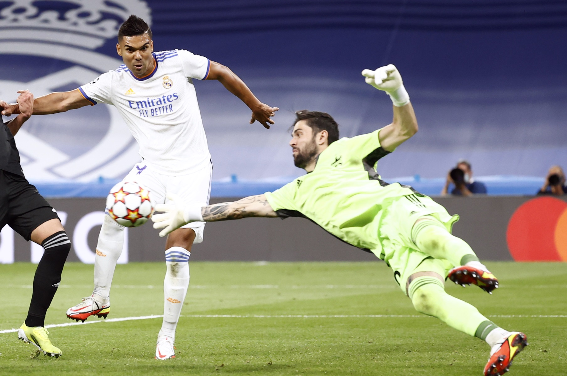 Γιώργος Αθανασιάδης: Παίκτης της εβδομάδας στο Champions League ο Έλληνας τερματοφύλακας