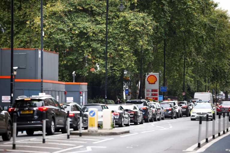 Το Λονδίνο αναστέλλει τους νόμους περί ανταγωνισμού για να αντιμετωπιστούν οι ελλείψεις καυσίμων