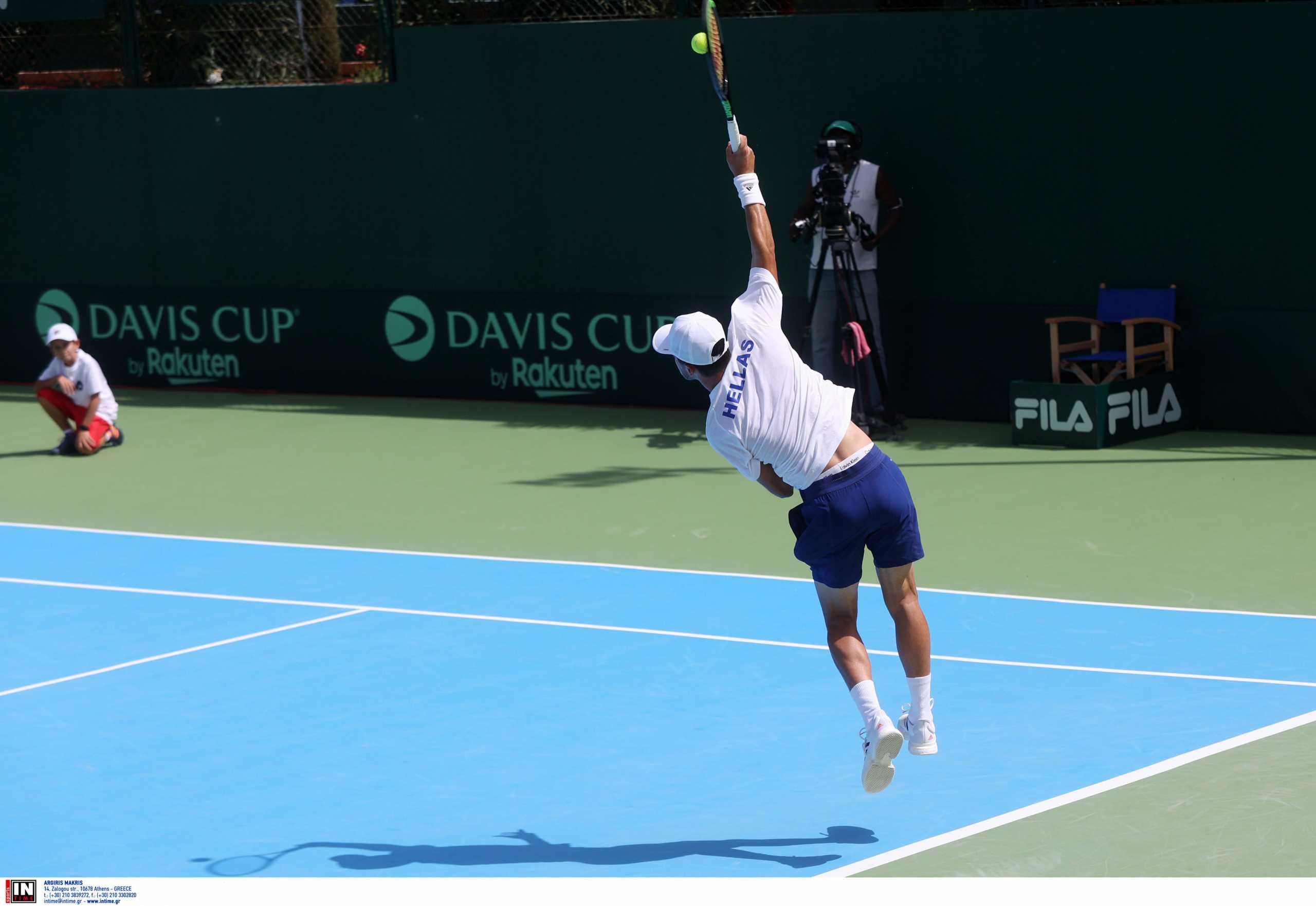 Davis Cup: Ηττήθηκε και ο Περβολαράκης – Με την πλάτη στον τοίχο η Ελλάδα