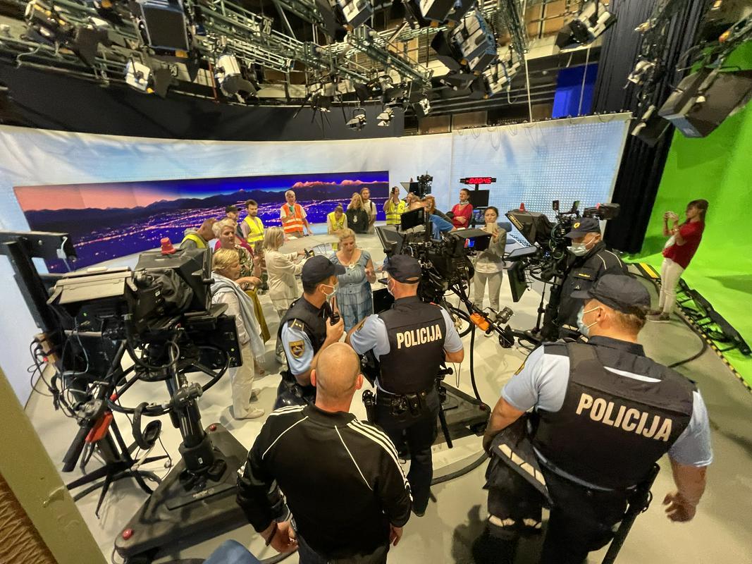Σλοβενία: Αρνητές του κορονοϊού εισέβαλαν στο στούντιο της δημόσιας τηλεόρασης