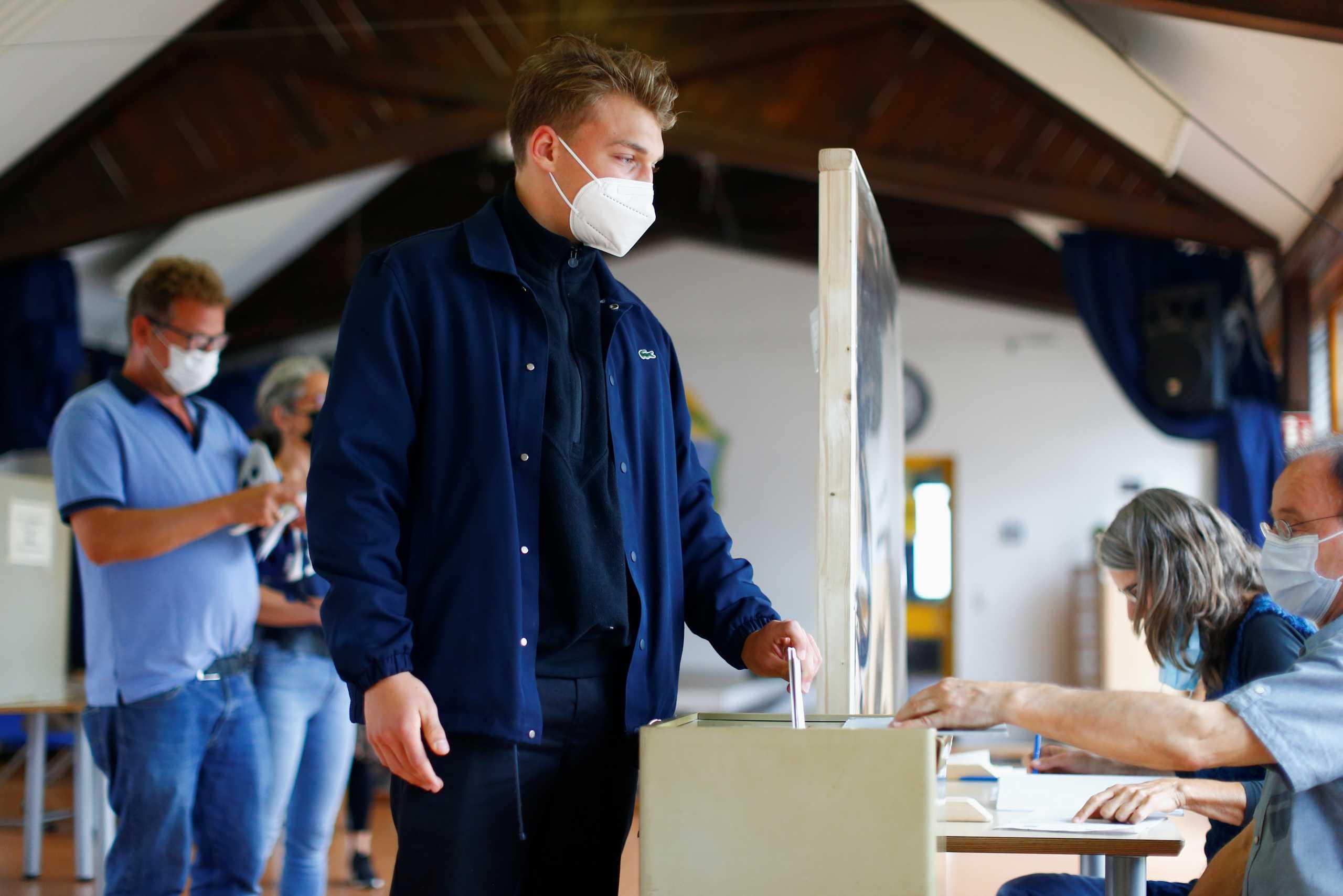 Εκλογές στη Γερμανία: Μεγαλύτερη από το 2017 η προσέλευση των ψηφοφόρων στις κάλπες