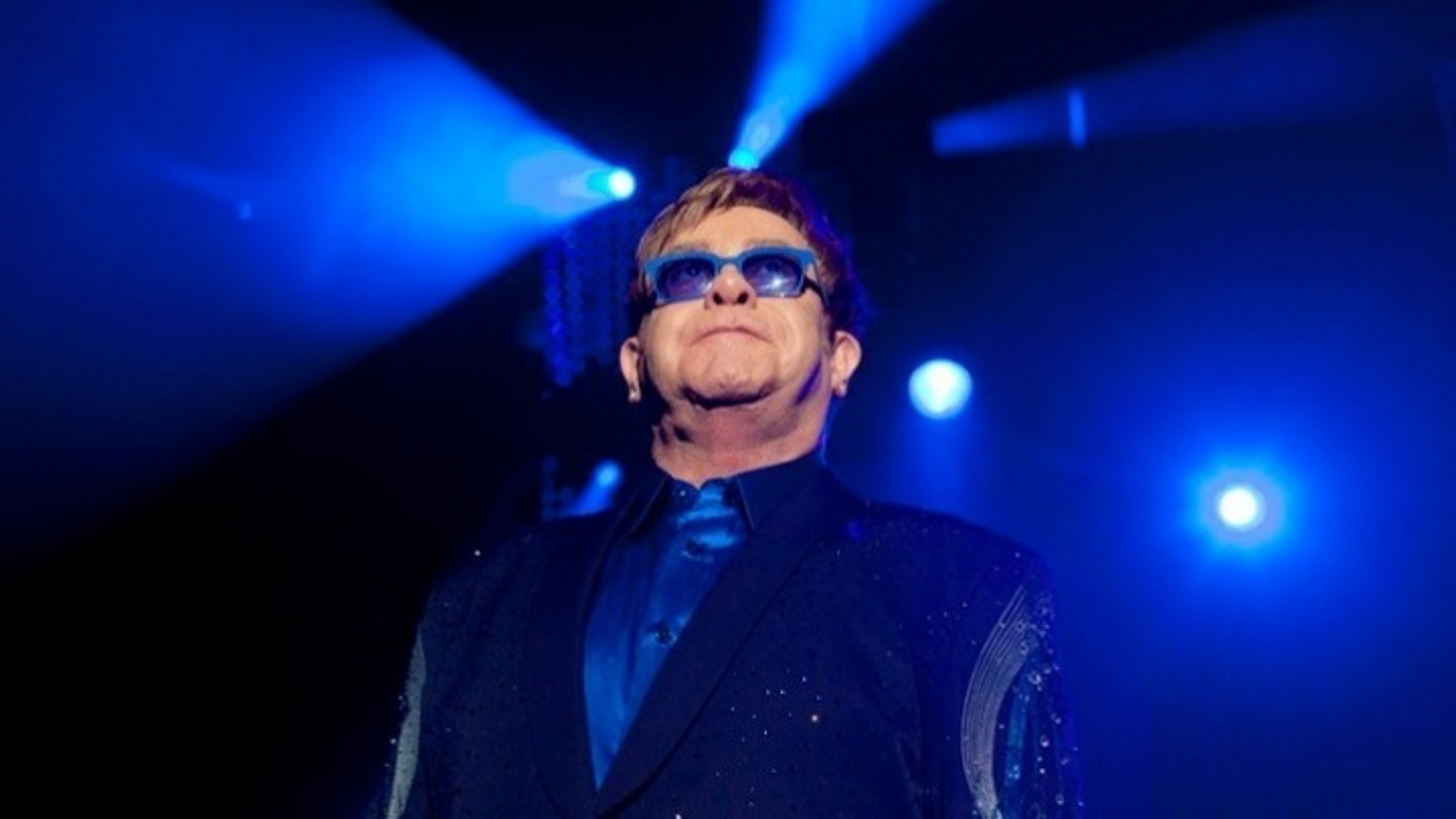 Έλτον Τζον: Χτύπησε και ανέβαλε την περιοδεία «Farewell Yellow Brick Road» για το 2023