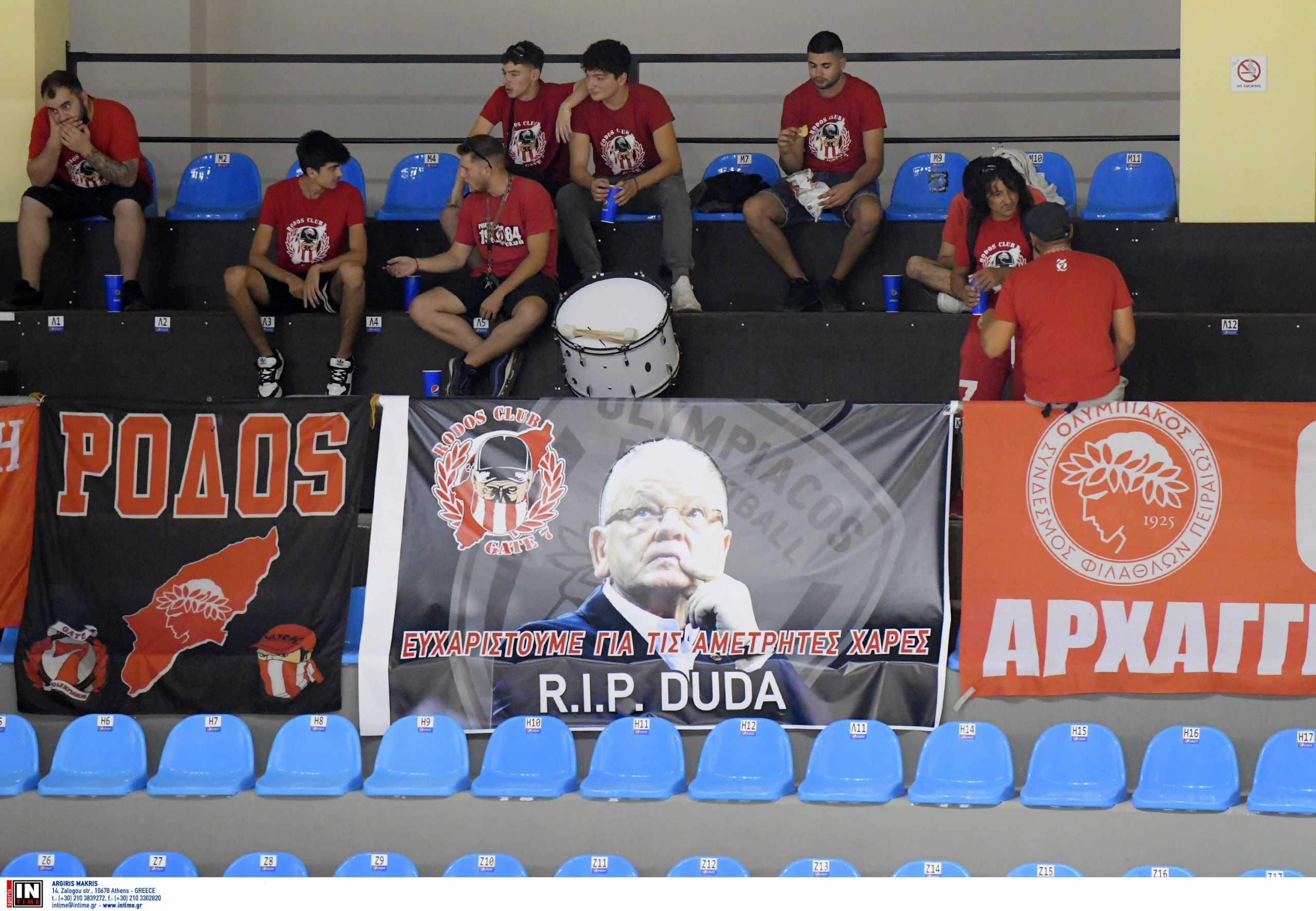 Ντούσαν Ίβκοβιτς: Πανό για τον «Ντούντα» στο Κολοσσός Ρόδου – Ολυμπιακός
