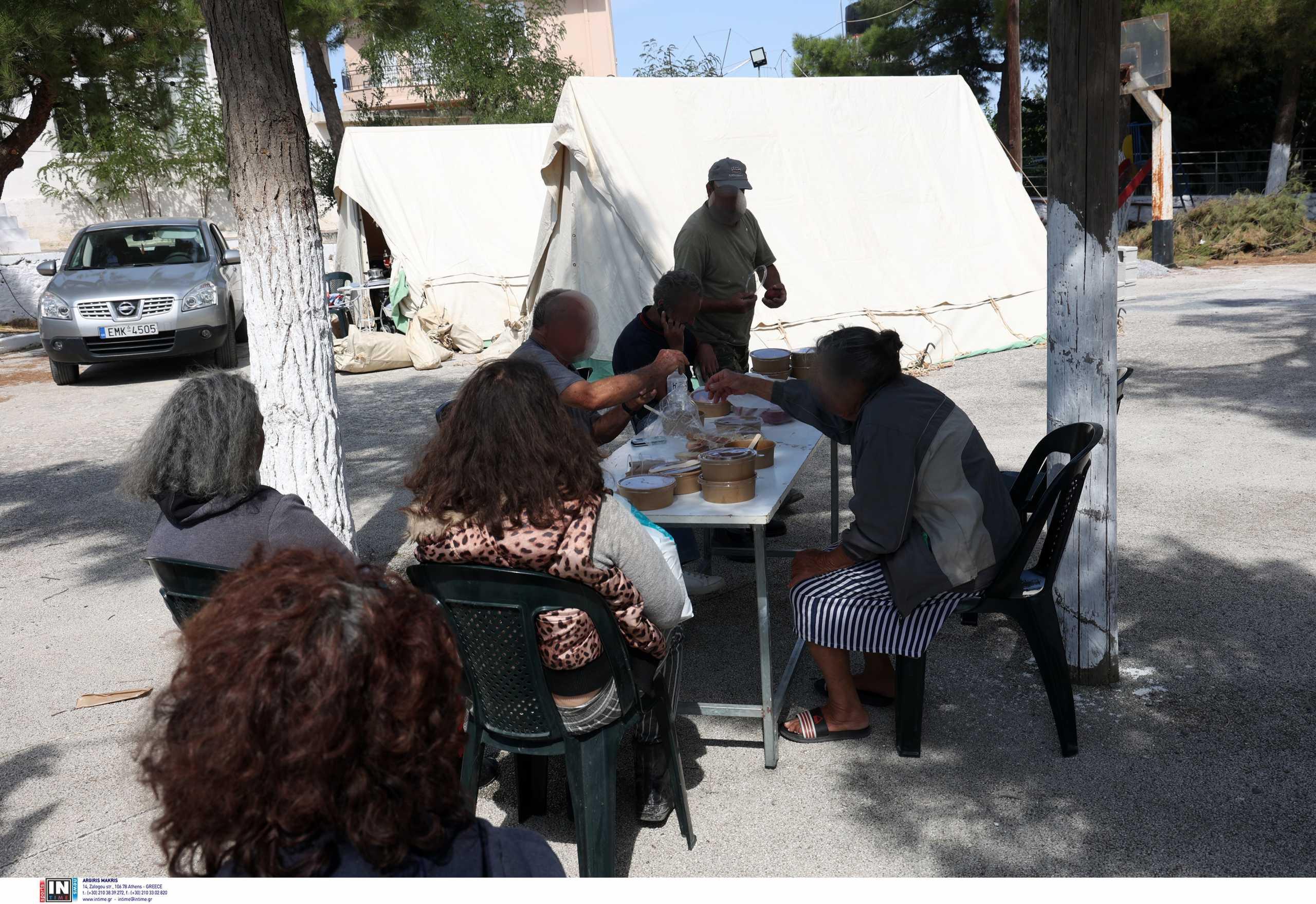 Σεισμός στην Κρήτη: Φτάνουν τα πρώτα κοντέινερ για τους σεισμόπληκτους