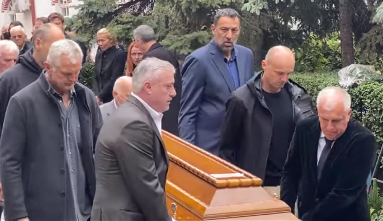Κηδεία Ντούσαν Ίβκοβιτς: Ο Ζέλικο Ομπράντοβιτς σήκωσε το φέρετρο