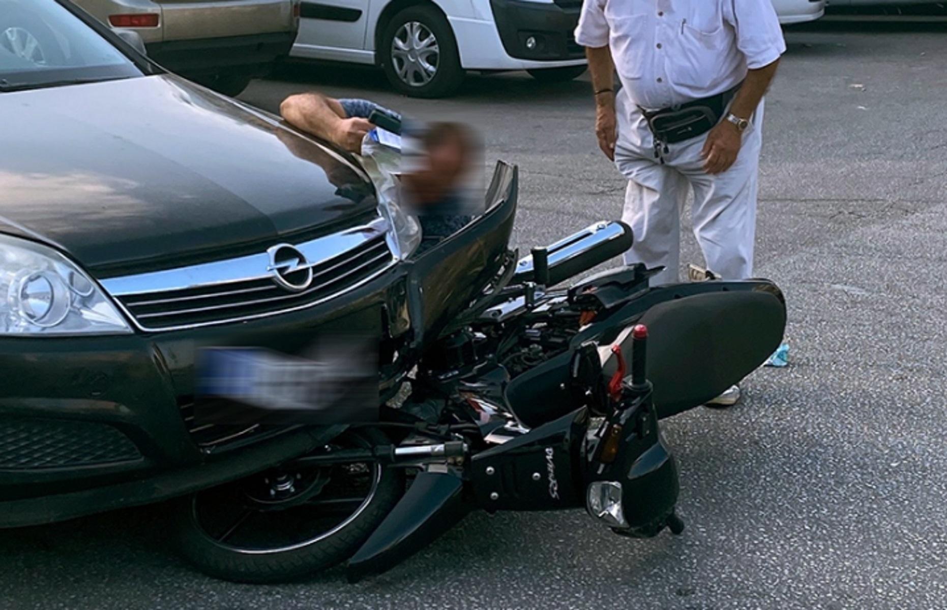 Τροχαίο μπροστά στο ΙΚΑ Καβάλας με τραυματία έναν μοτοσικλετιστή