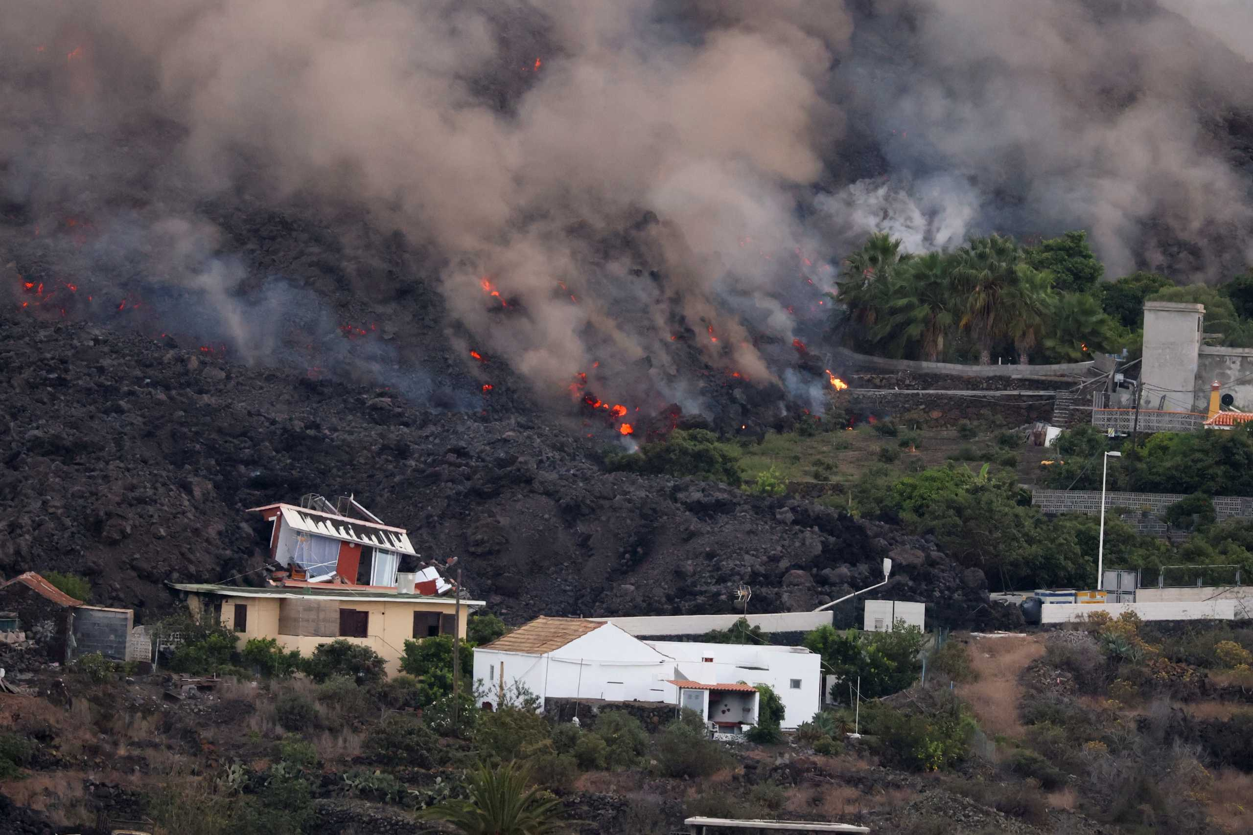 Ισπανία – Έκρηξη ηφαιστείου στη Λα Πάλμα: Viral οι φωτογραφίες του σπιτιού που έμεινε άθικτο για μέρες