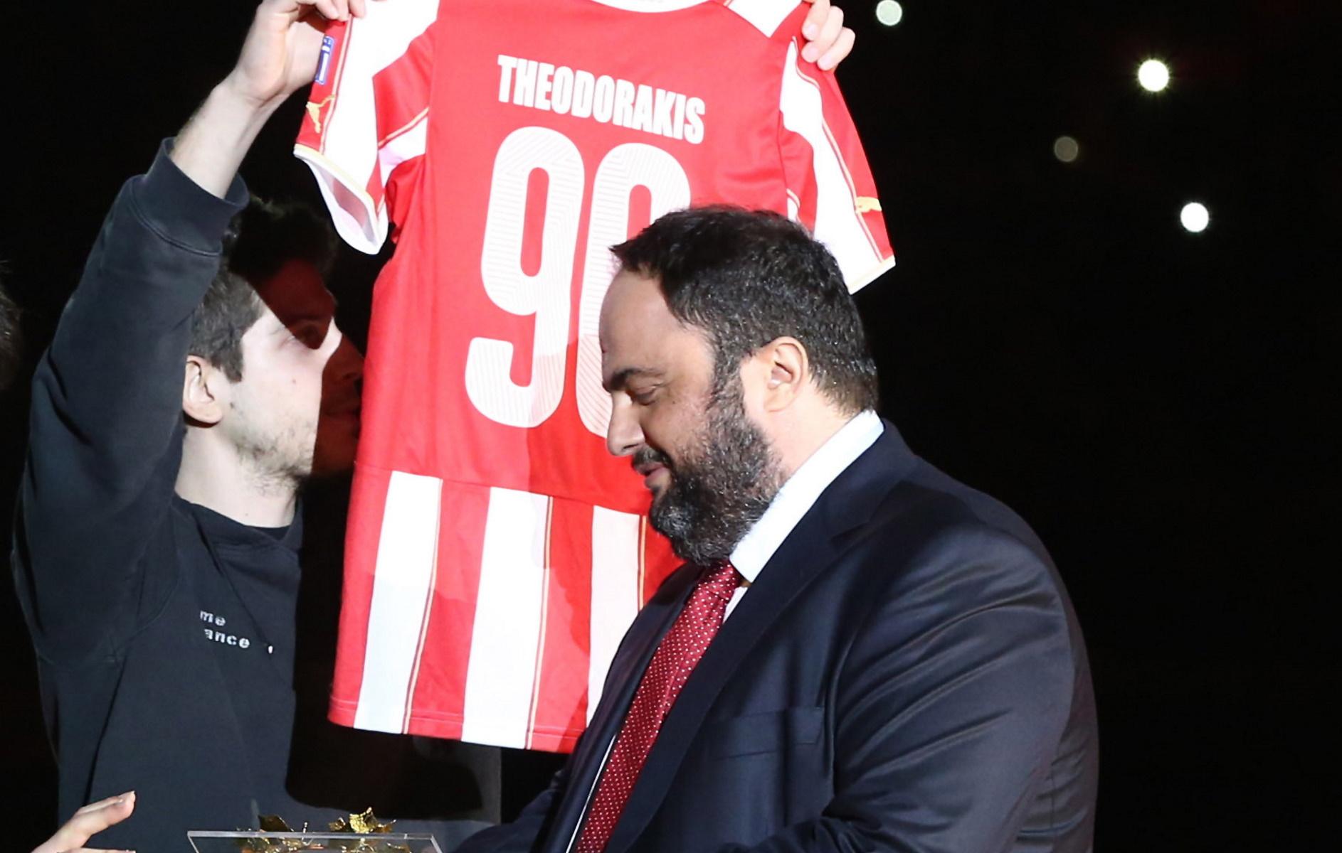 Μίκης Θεοδωράκης – Τον αποχαιρέτησε ο Βαγγέλης Μαρινάκης: «Κράτησε στις πλάτες του την Ελλάδα»
