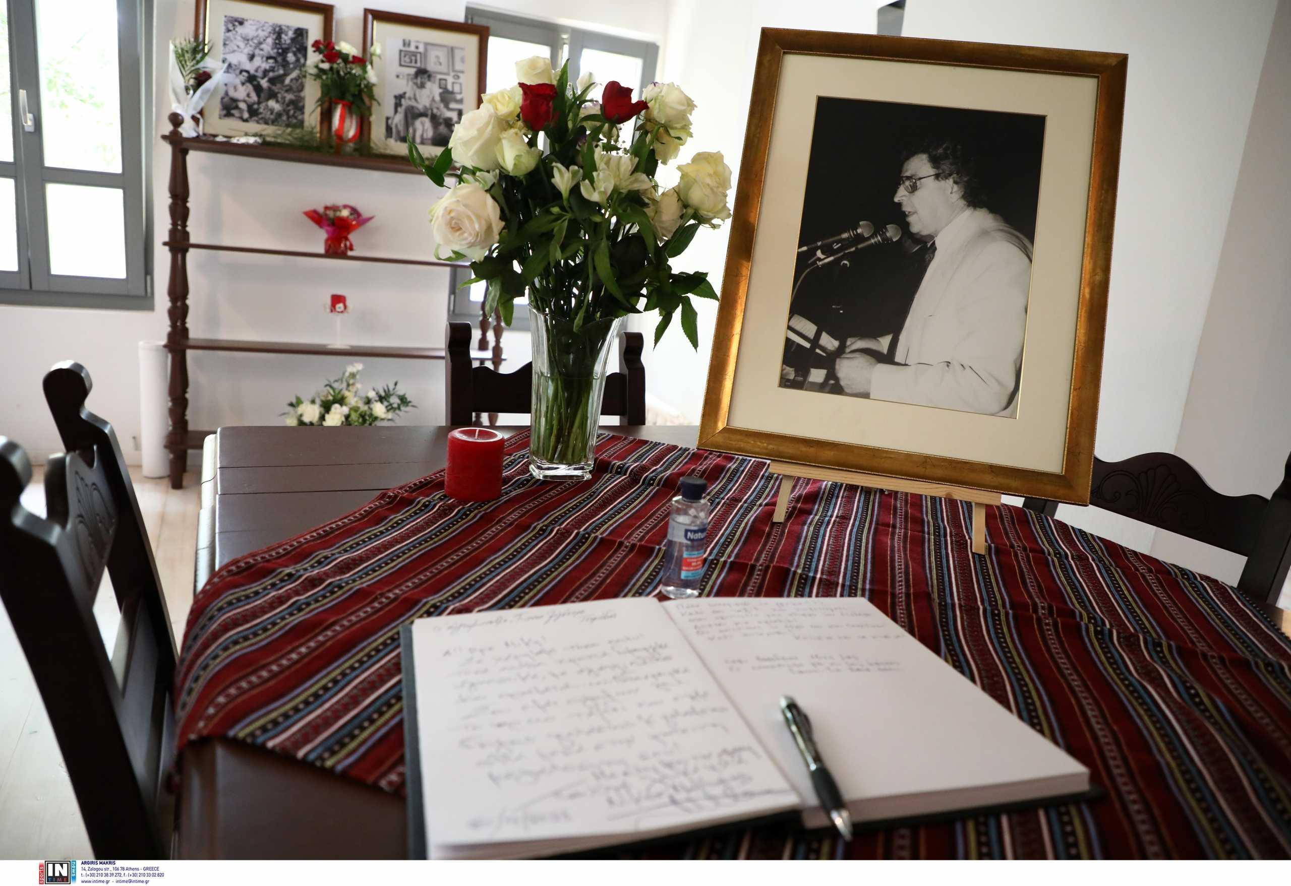 Μίκης Θεοδωράκης: Μέσα στο πατρικό του μεγάλου μας συνθέτη – Δείτε φωτογραφίες