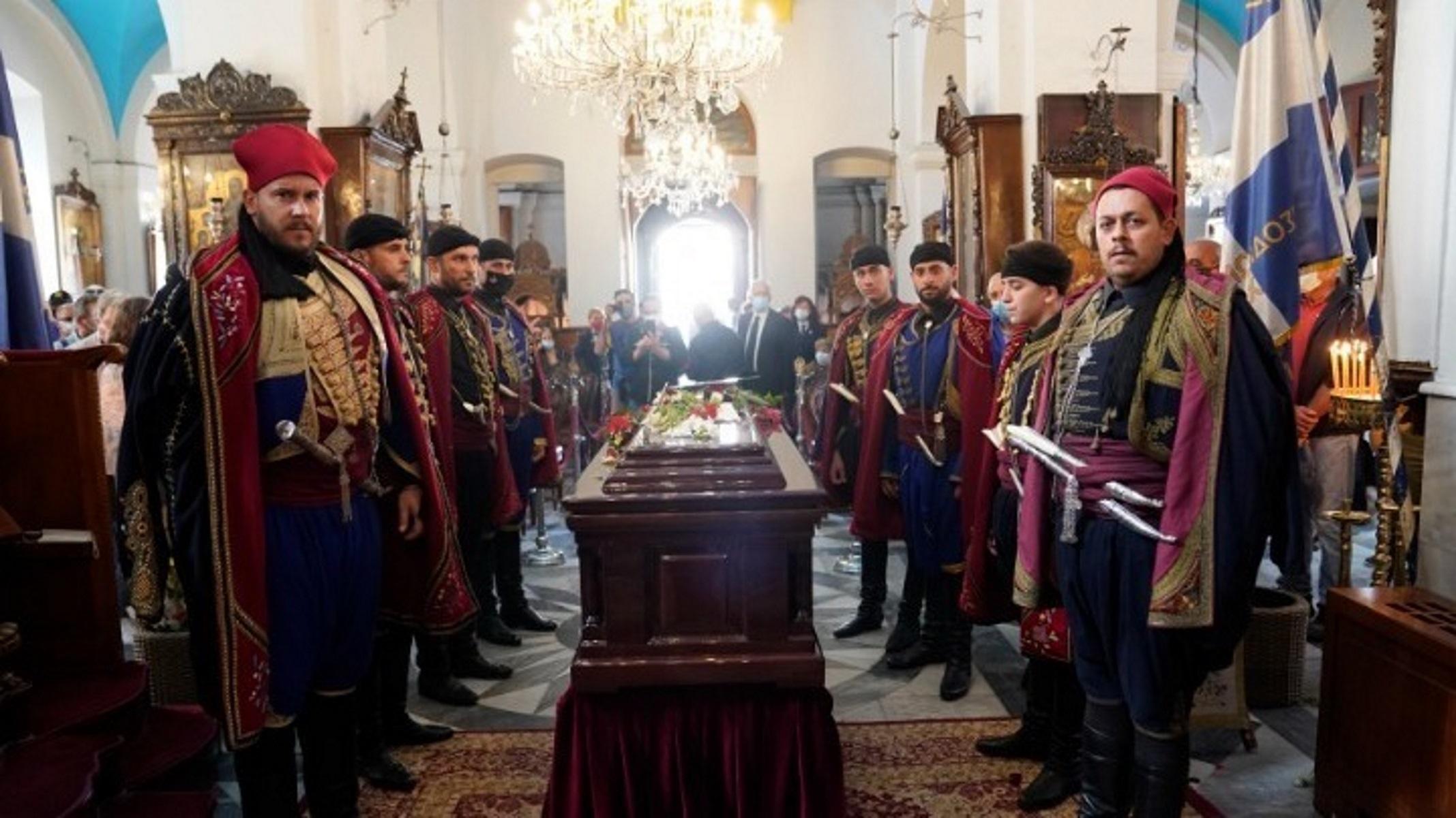 Μίκης Θεοδωράκης: Πέρασε στην αιωνιότητα – Ιστορικές στιγμές στην Κρήτη στο τελευταίο αντίο
