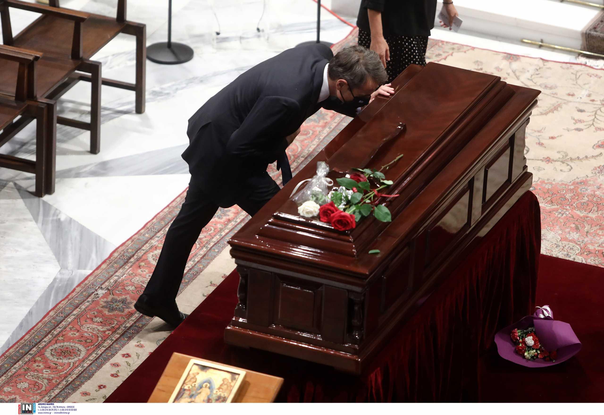 Μίκης Θεοδωράκης – Κυριάκος Μητσοτάκης: Στα Χανιά ο Πρωθυπουργός για την κηδεία