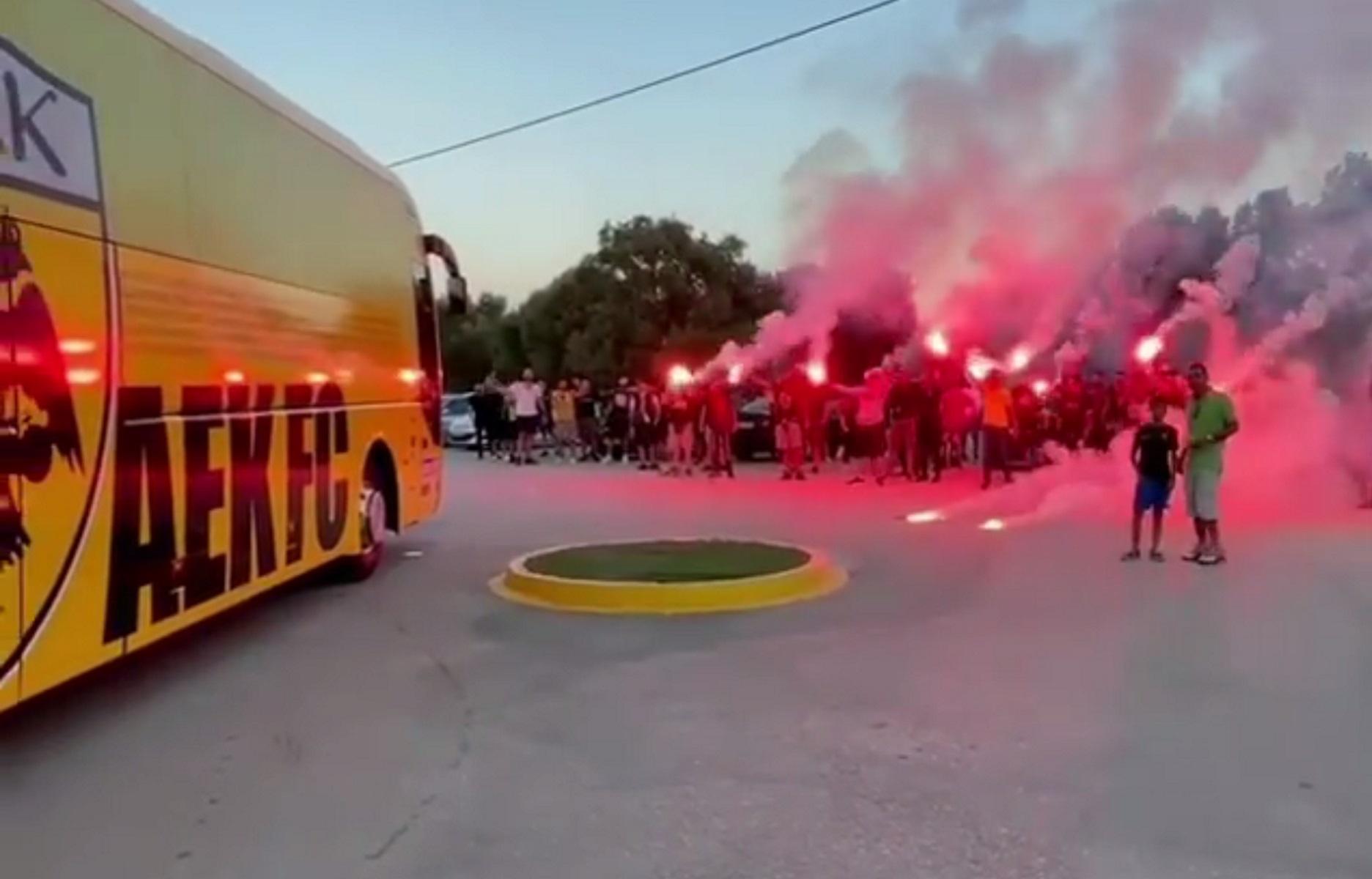 ΑΕΚ: Οπαδοί στα Σπάτα με σύνθημα «πρωτάθλημα ξανά»