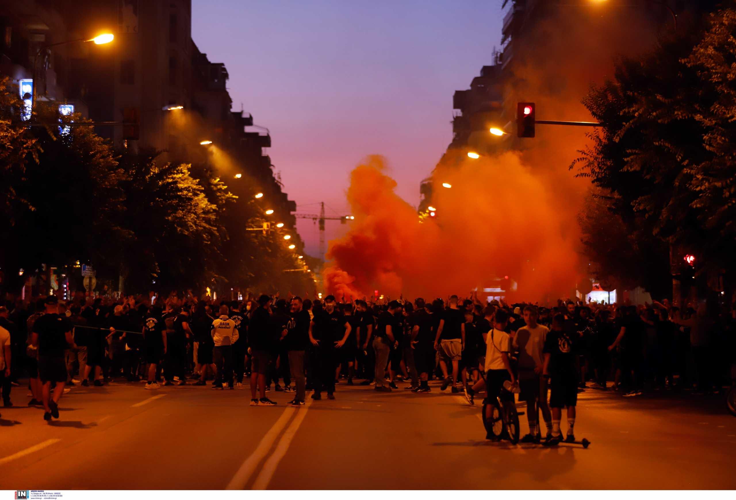 Θεσσαλονίκη: Προσαγωγές στην πορεία των οπαδών του ΠΑΟΚ