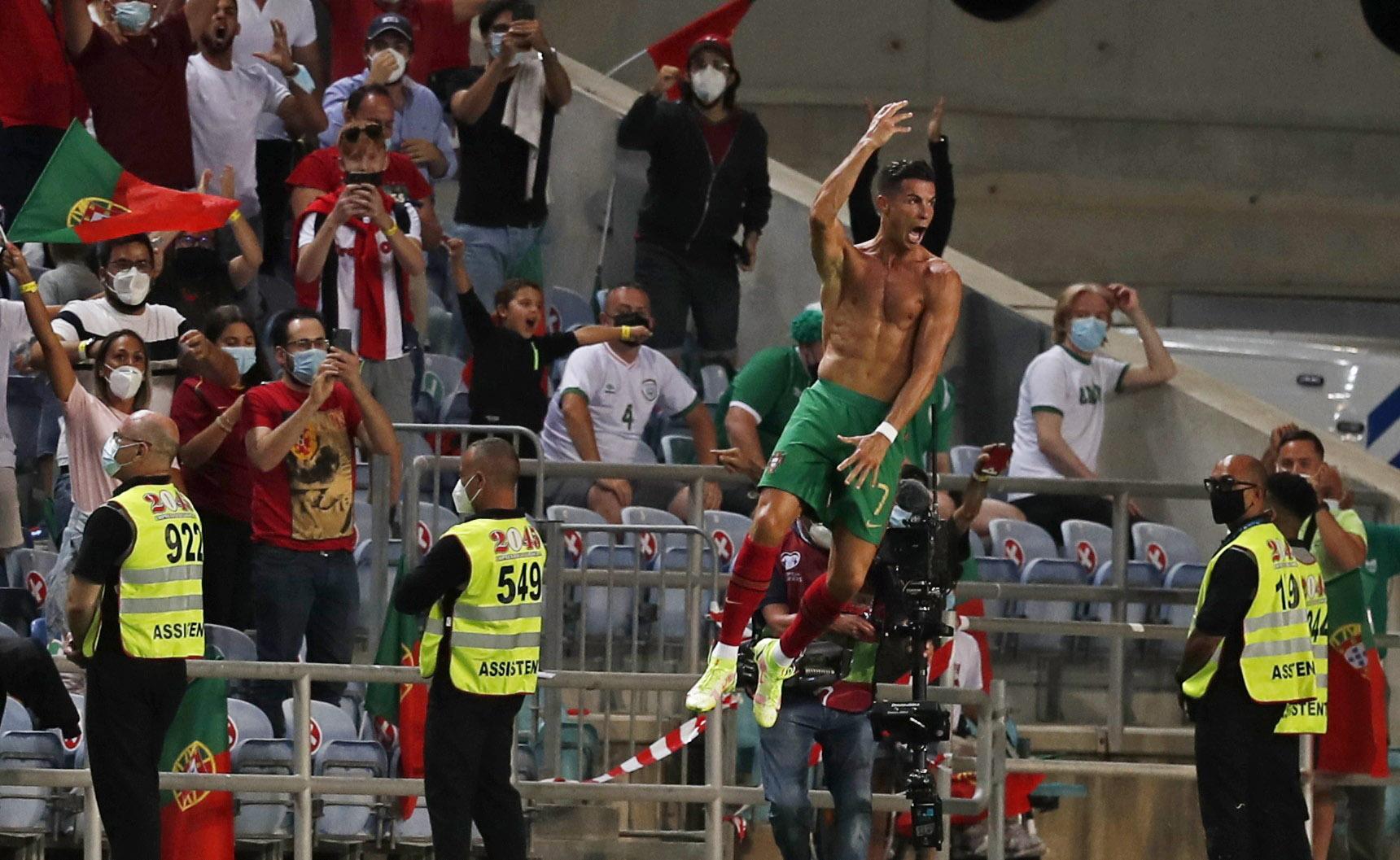 «Μυθικός» Κριστιάνο Ρονάλντο – 1ος σκόρερ όλων των εποχών σε εθνικό επίπεδο σε απίστευτο ματς