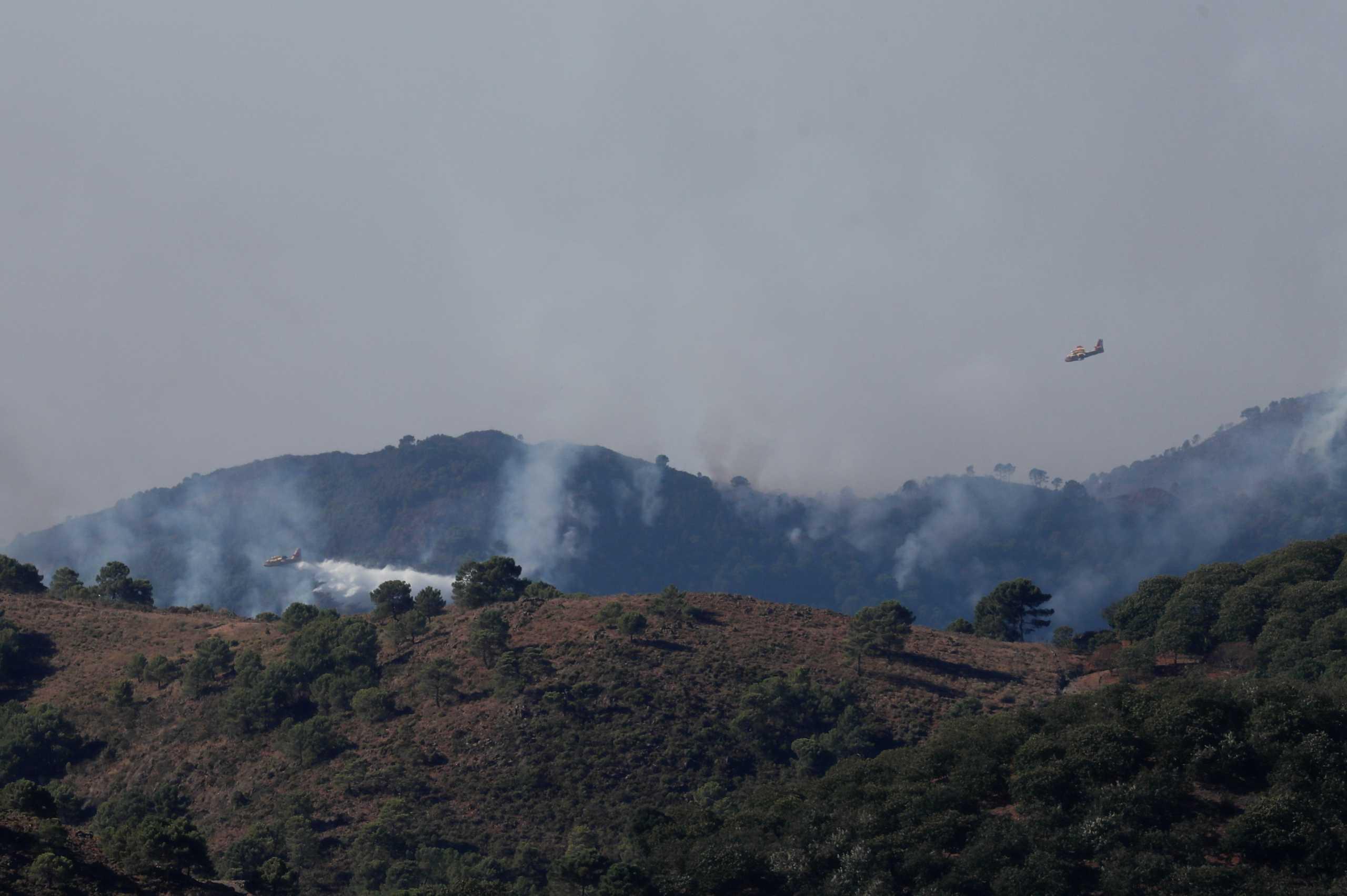 Ισπανία: Μαίνεται η φωτιά στη Μάλαγα – «Δεν αναμένεται να τεθεί υπό έλεγχο μέχρι αύριο»