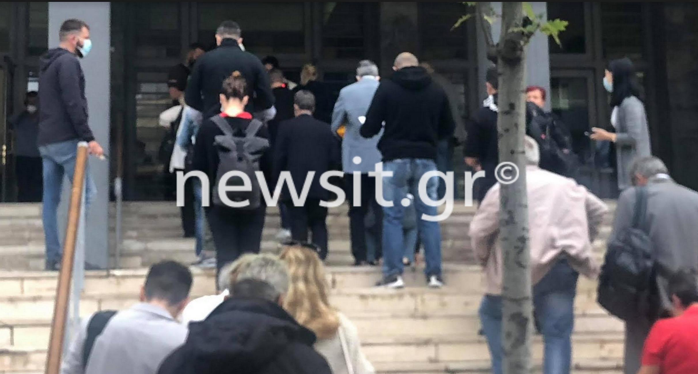 Θεσσαλονίκη – Κορονοϊός: Ο έλεγχος στα δικαστήρια έφερε αυτές τις εικόνες συνωστισμού στην είσοδο