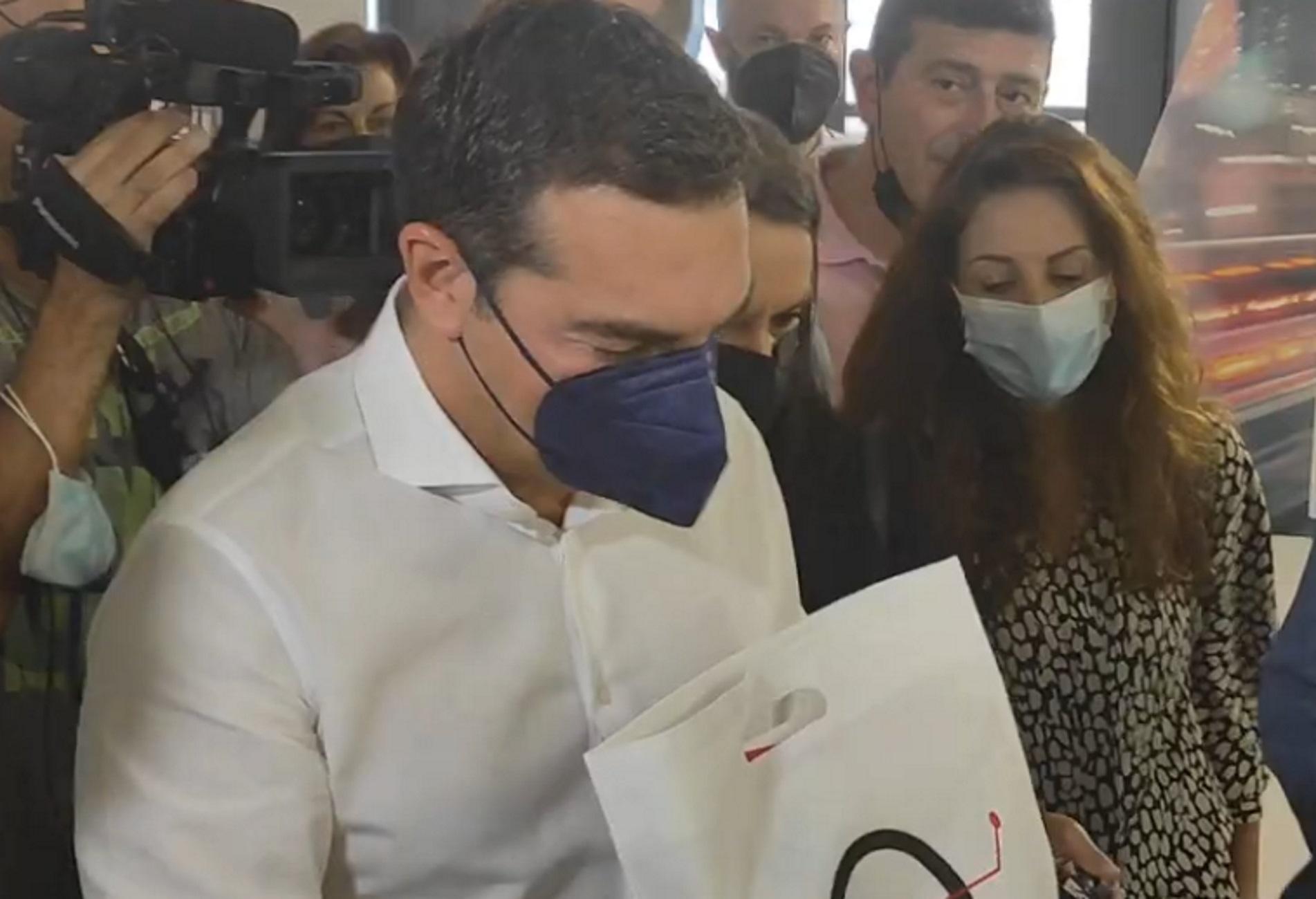 Αλέξης Τσίπρας: Τα χαμόγελα για το Μετρό Θεσσαλονίκης και η ερώτηση για τον ΠΑΟΚ στη ΔΕΘ