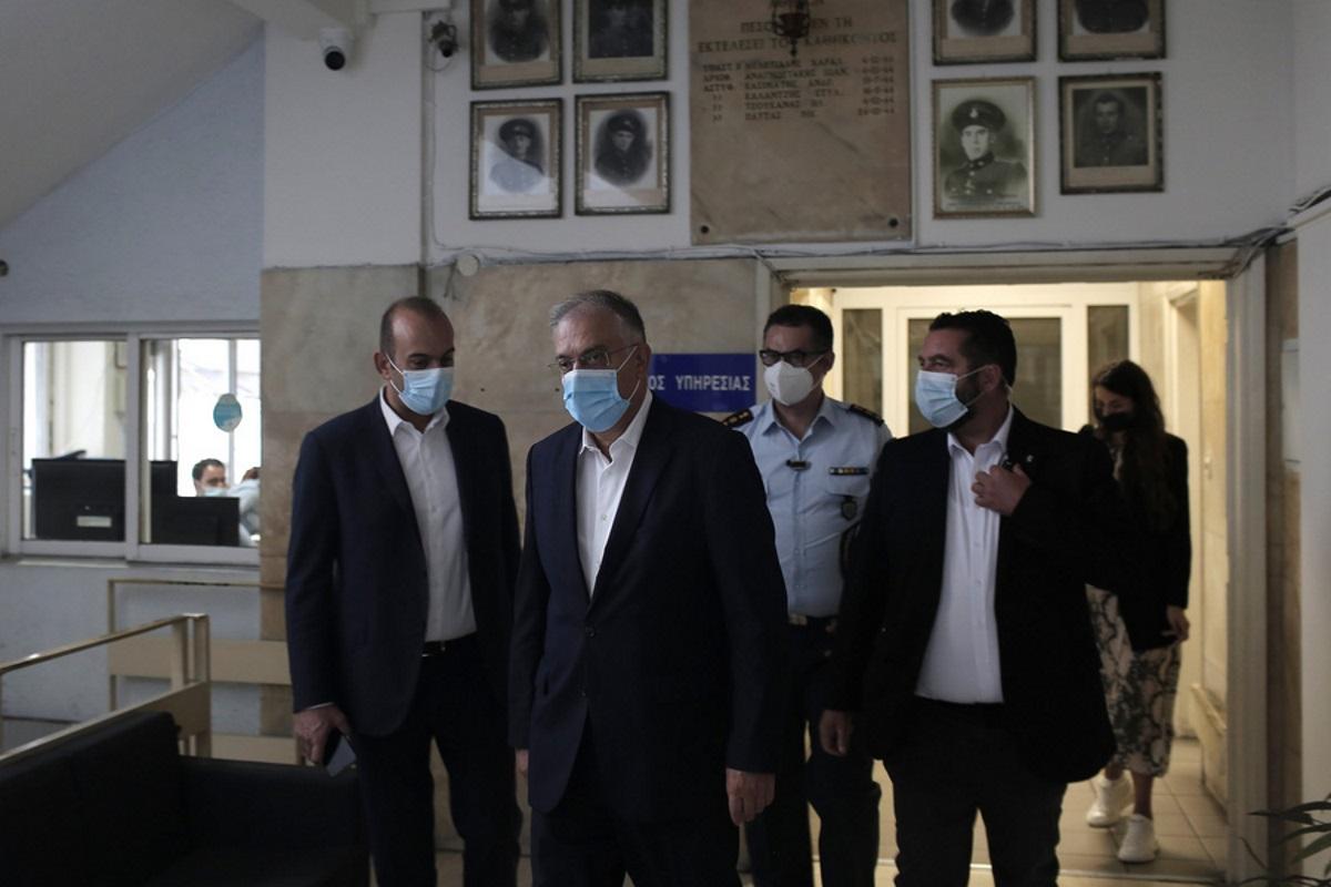 Τάκης Θεοδωρικάκος: Επιπλέον 100 περιπολικά τις νύχτες στην Αθήνα και 1.026 αστυνομικοί στα ΑΤ