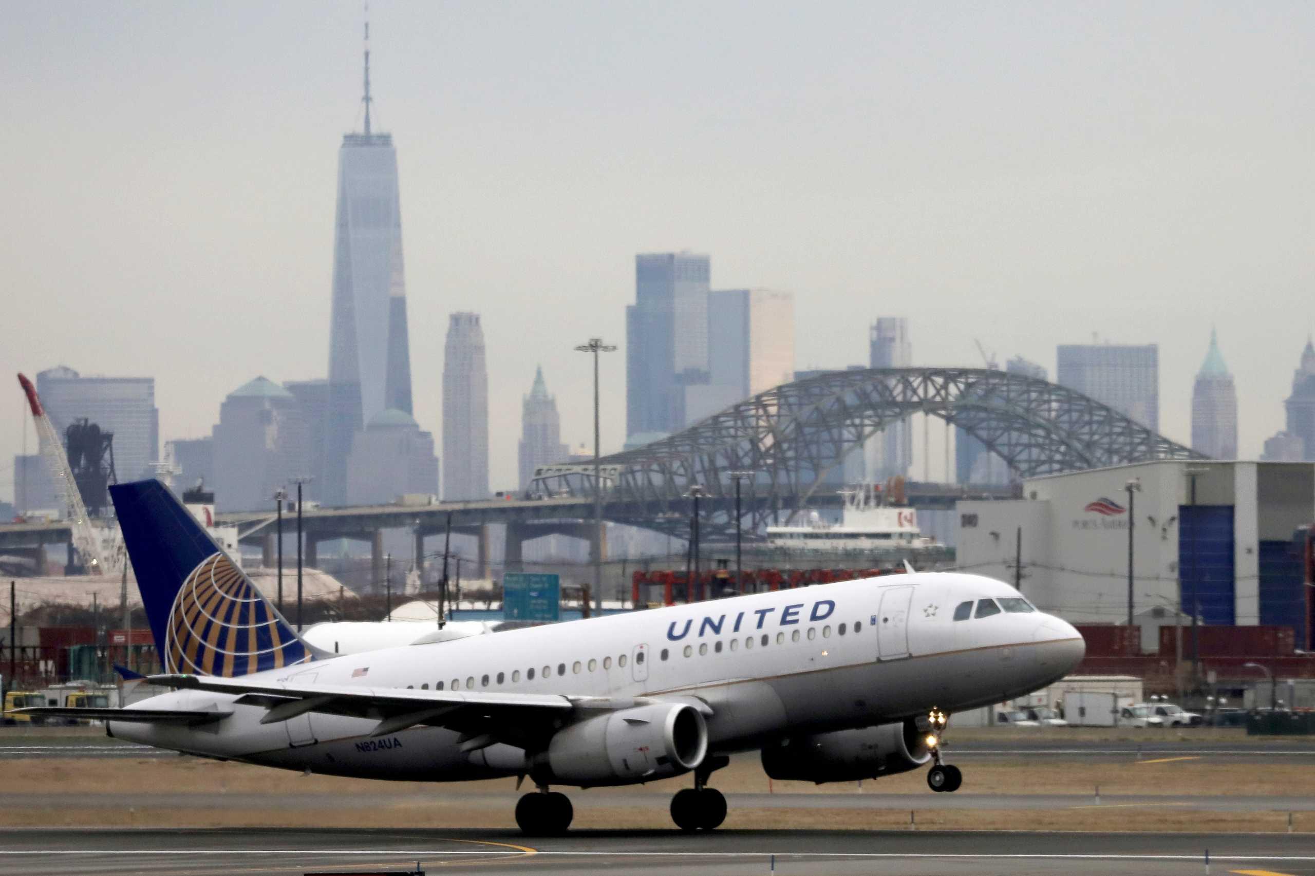 Κορονοϊός – ΗΠΑ: Η United Airlines απολύει όσους δεν εμβολιάστηκαν κατά της Covid-19