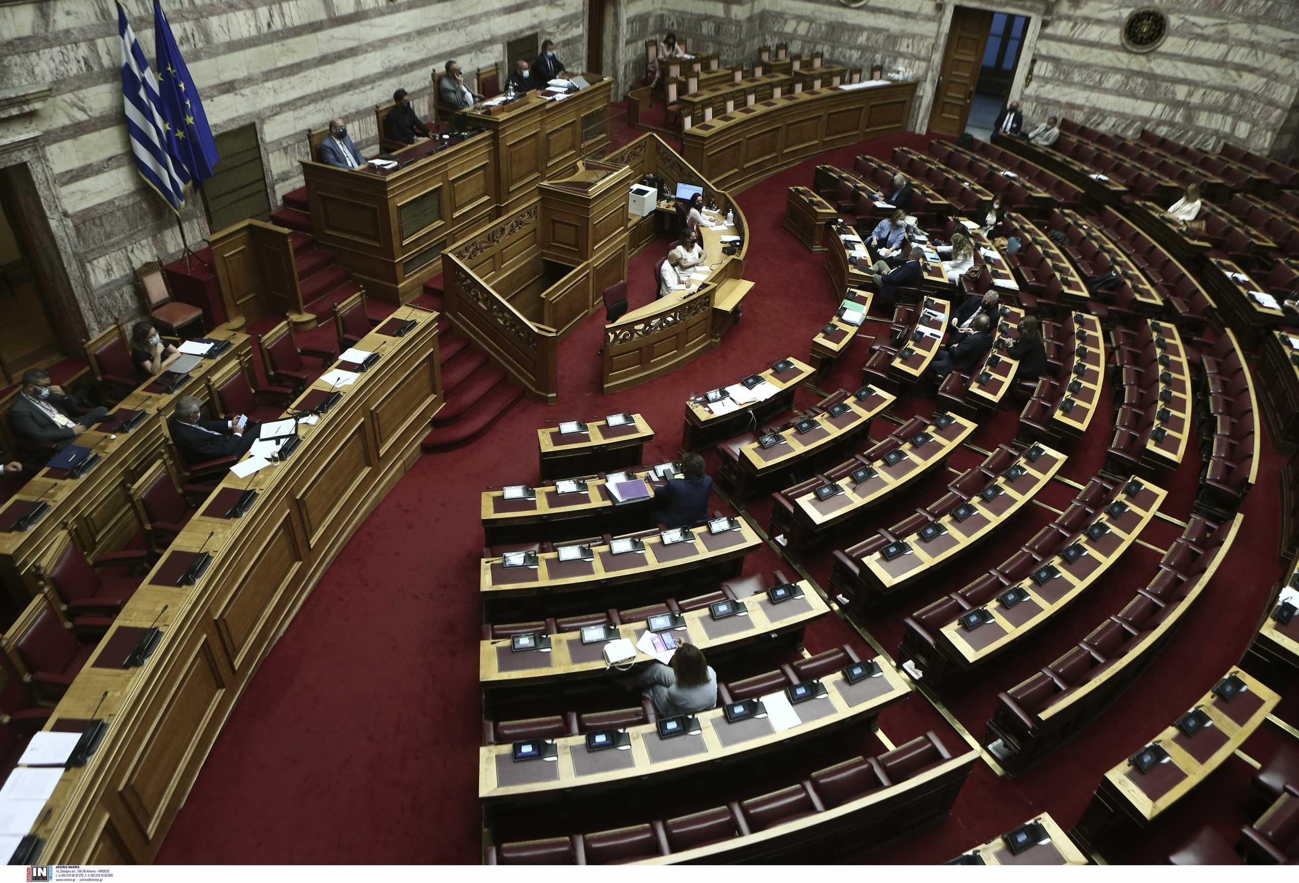 Ψηφίστηκε στη Βουλή το νομοσχέδιο για την ασφαλιστική μεταρρύθμιση – Χατζηδάκης: Οδηγούμαστε σε αρκετά μεγαλύτερες συντάξεις