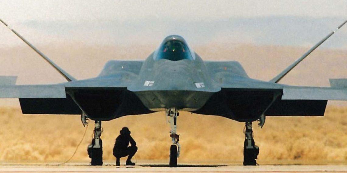 YF-23 «Μαύρη Χήρα»: Το απίστευτο μαχητικό της USAF που «έχασε» από το stealth F-22!