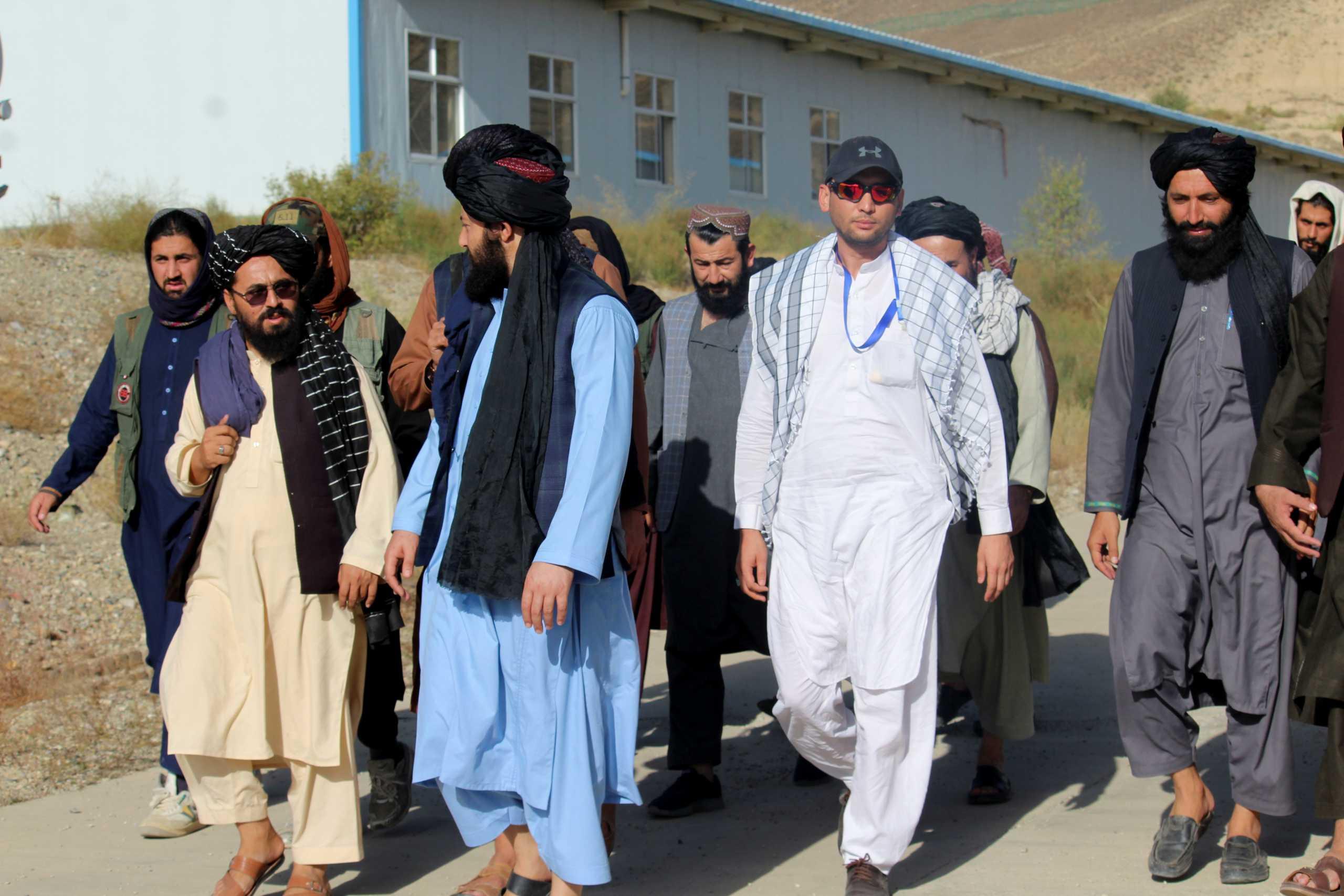 Αφγανιστάν – Ταλιμπάν: Θα αφήσουμε τα κορίτσια να πάνε σχολείο – Ούτε μία γυναίκα στην κυβέρνηση