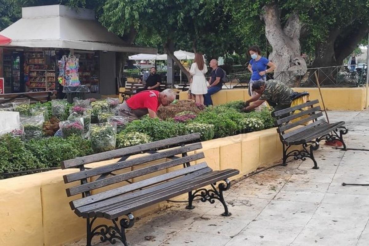 Κηδεία Μίκη Θεοδωράκη: Καλλωπίζουν την Πλατεία Δημοτικής Αγοράς στα Χανιά