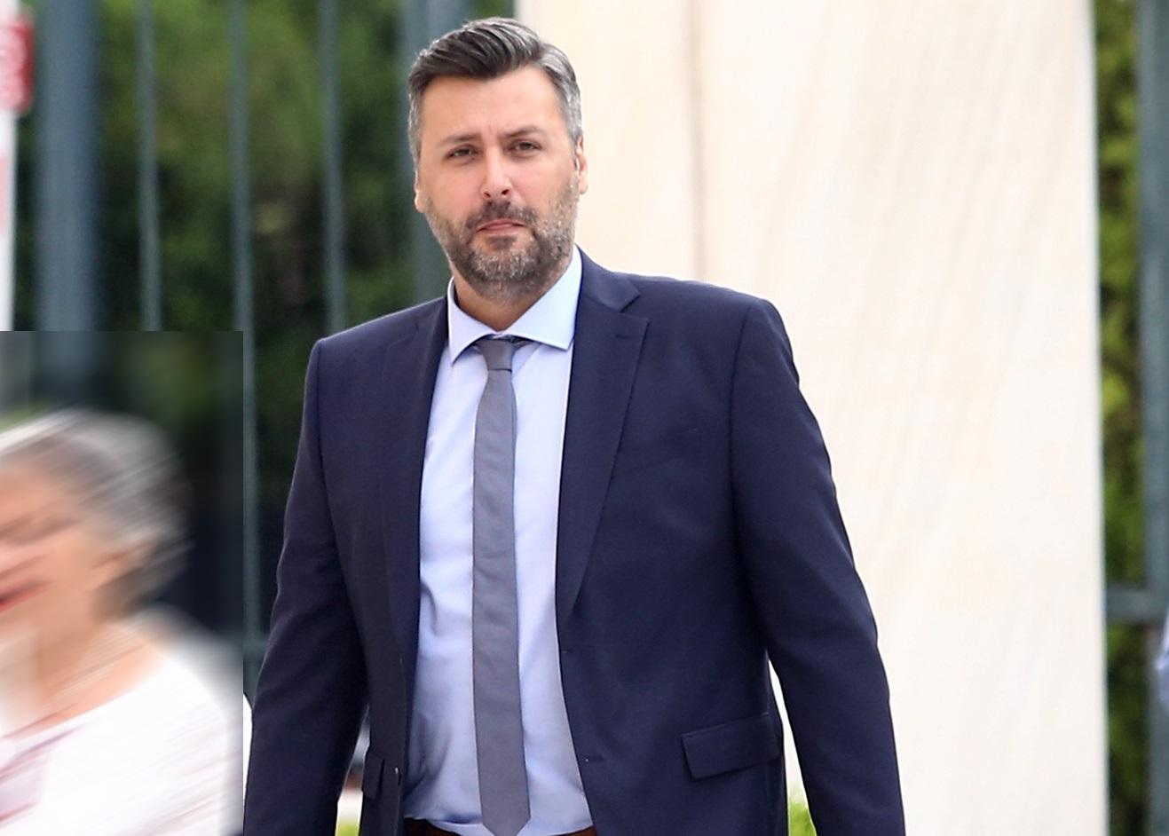 Αποπομπή του Γιάννη Καλλιάνου ζητάει ο ΣΥΡΙΖΑ με αφορμή ανάρτησή του για τον ποδοσφαιριστή Σεμέδο