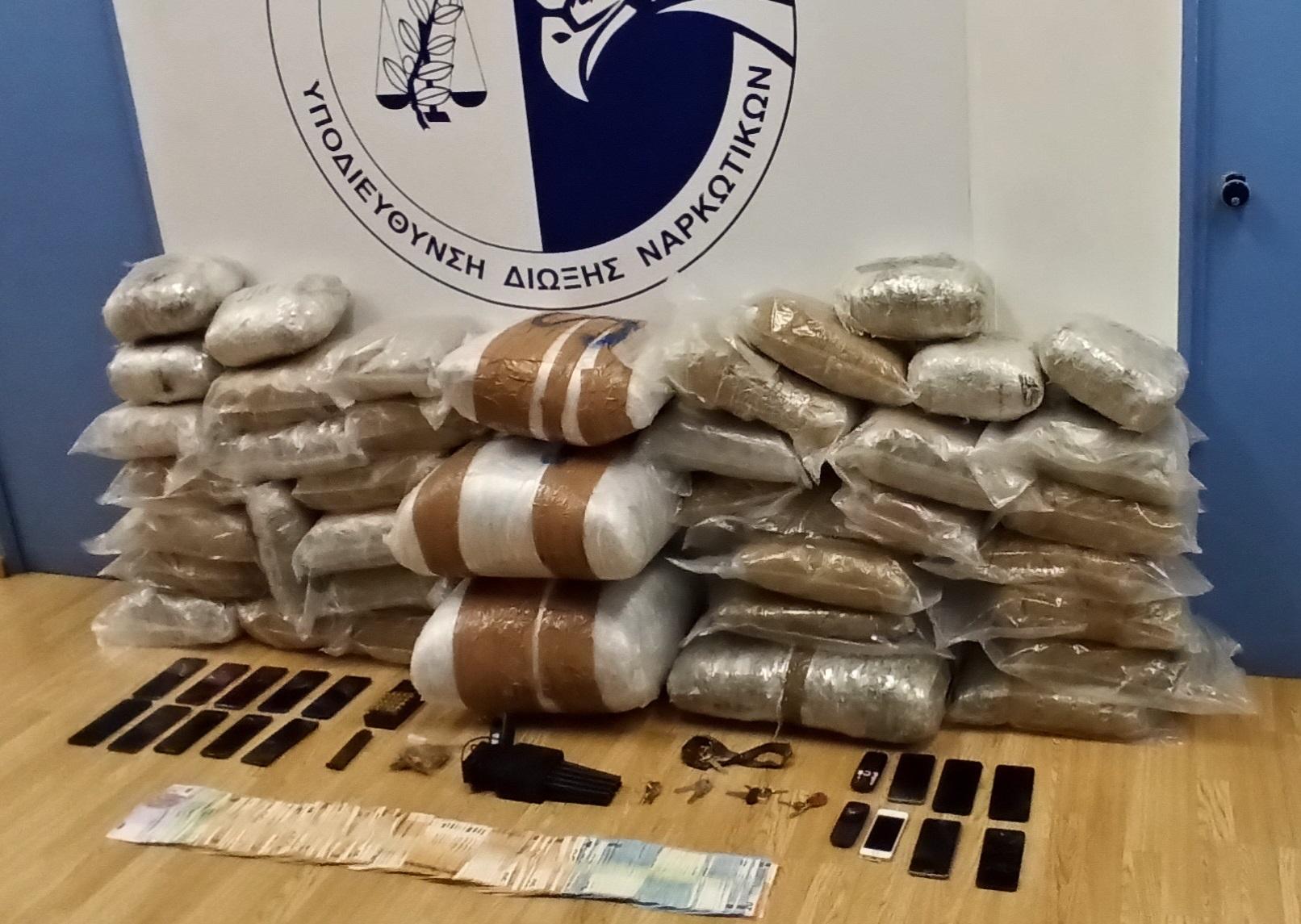 Τους έπιασαν με πάνω από 68 κιλά κάνναβης –  4 συλλήψεις