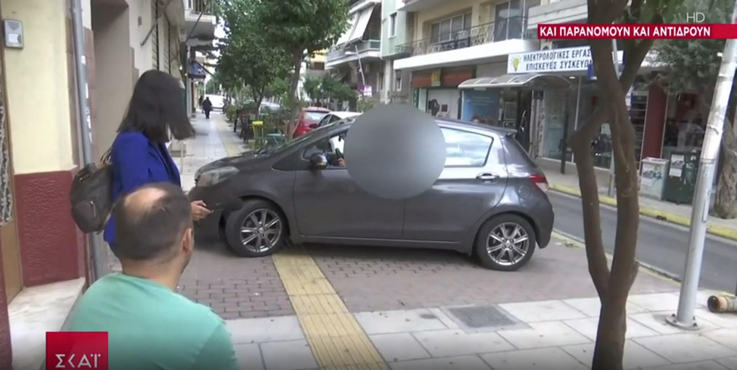 Βίντεο με ασυνείδητο οδηγό: Κλείνει ράμπα αναπήρων και βρίζει σε ζωντανή μετάδοση